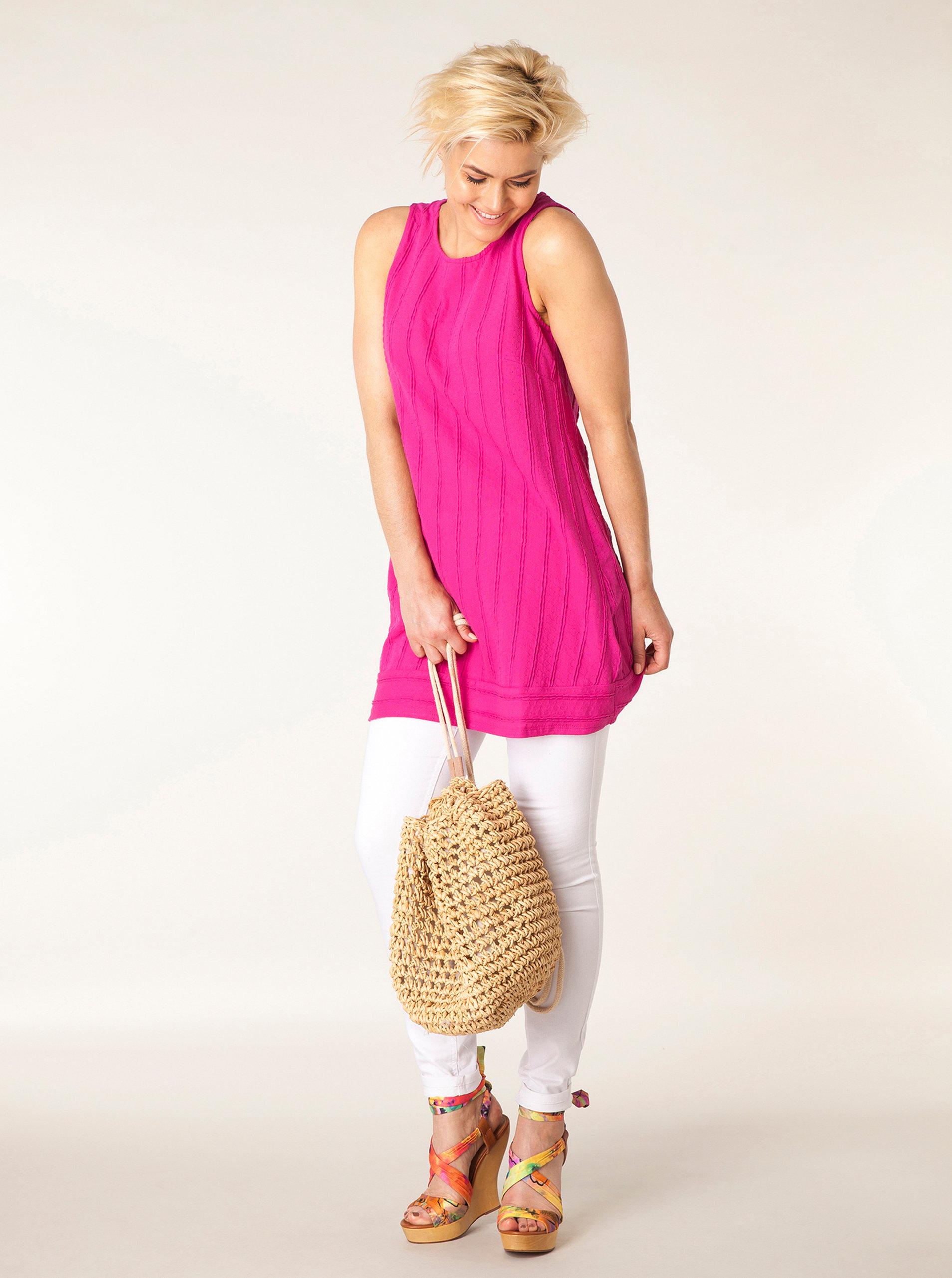 Růžové šaty bez rukávů s jemným plastickým vzorem Yest ... 6e05fc7e14