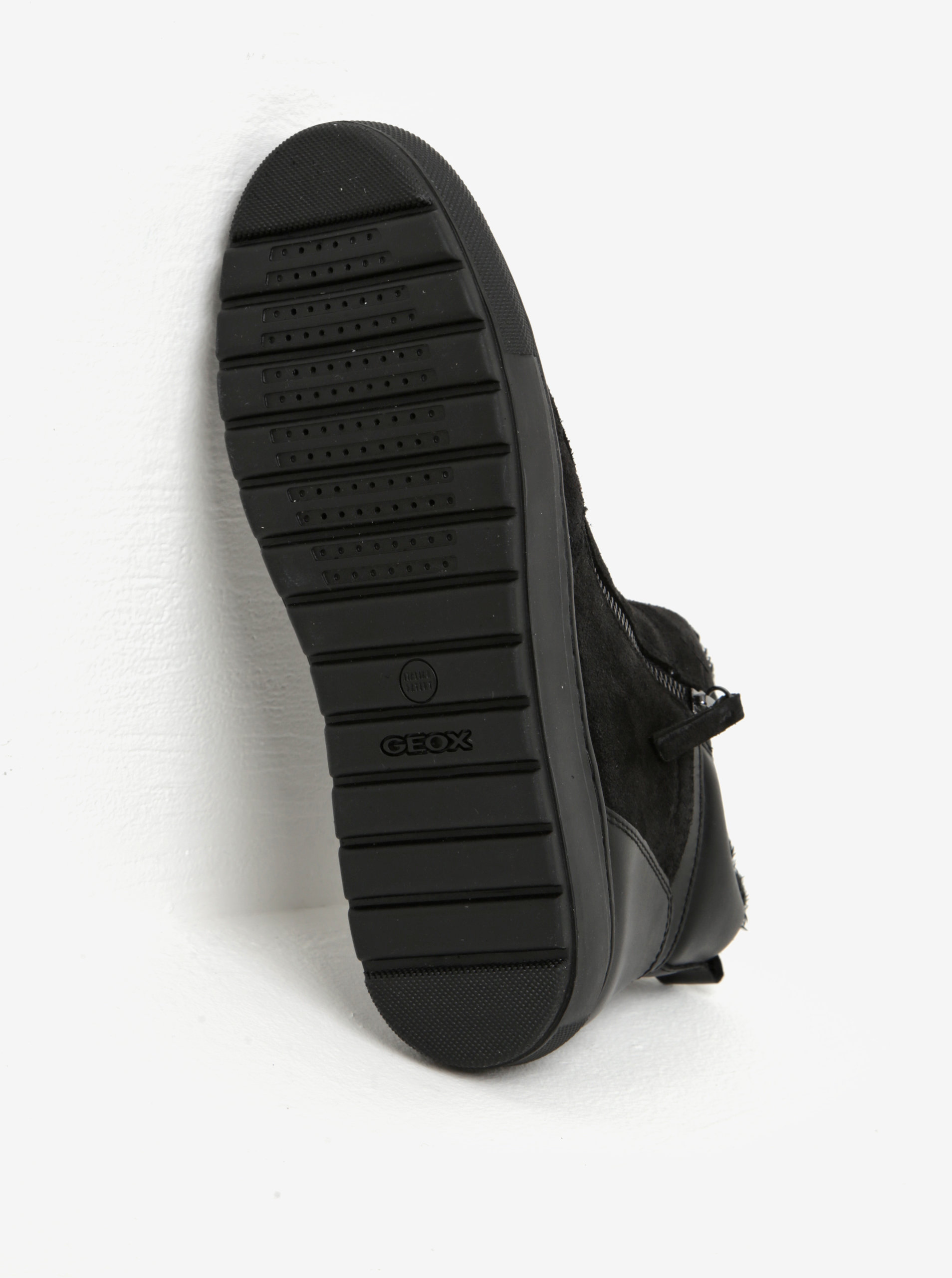 1ec348f9d0a Černé dámské zimní semišové kotníkové boty Geox Breeda ...