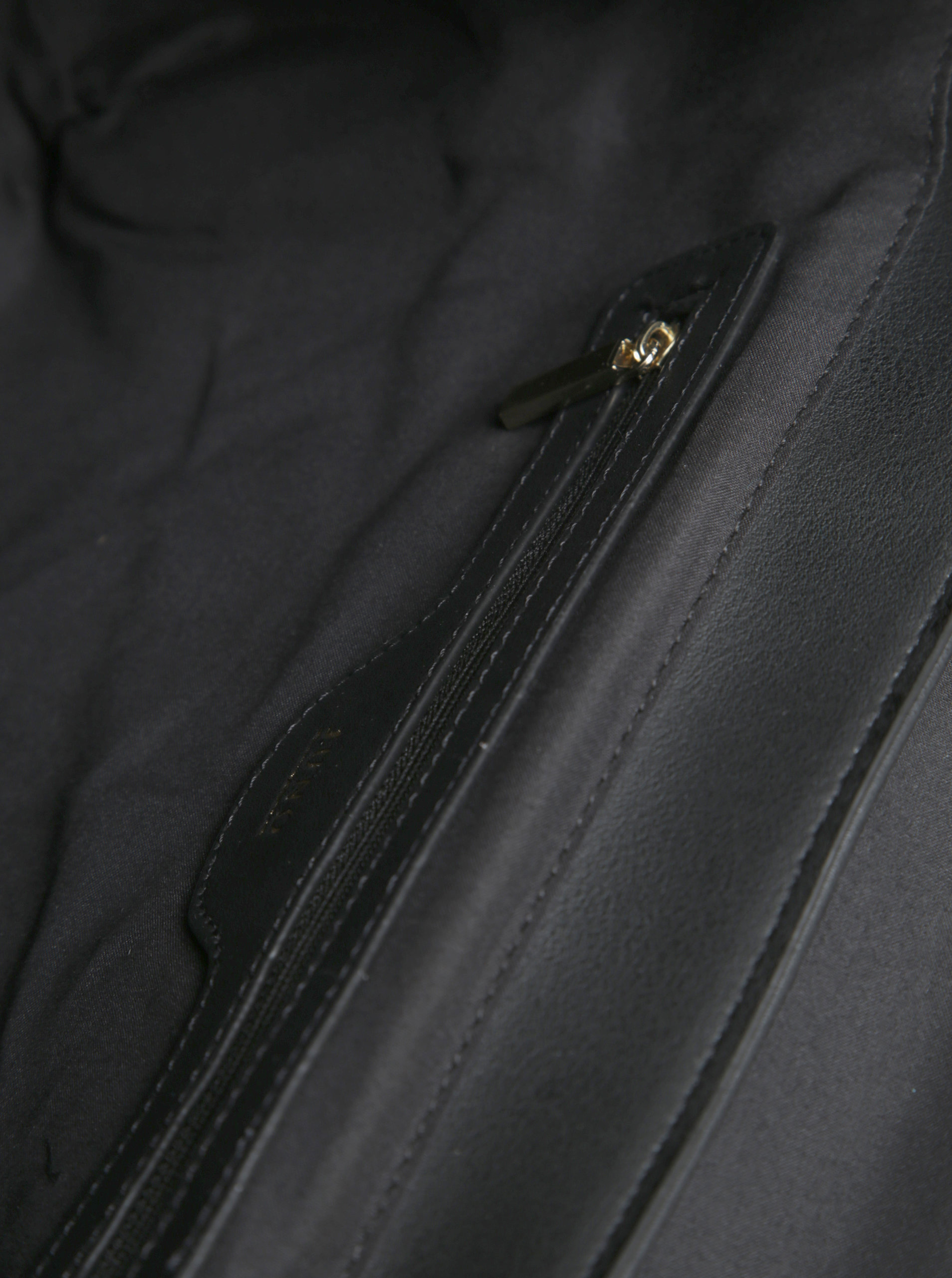 Béžovo-čierna kabelka s chlopňou Juno ... b248cd944a