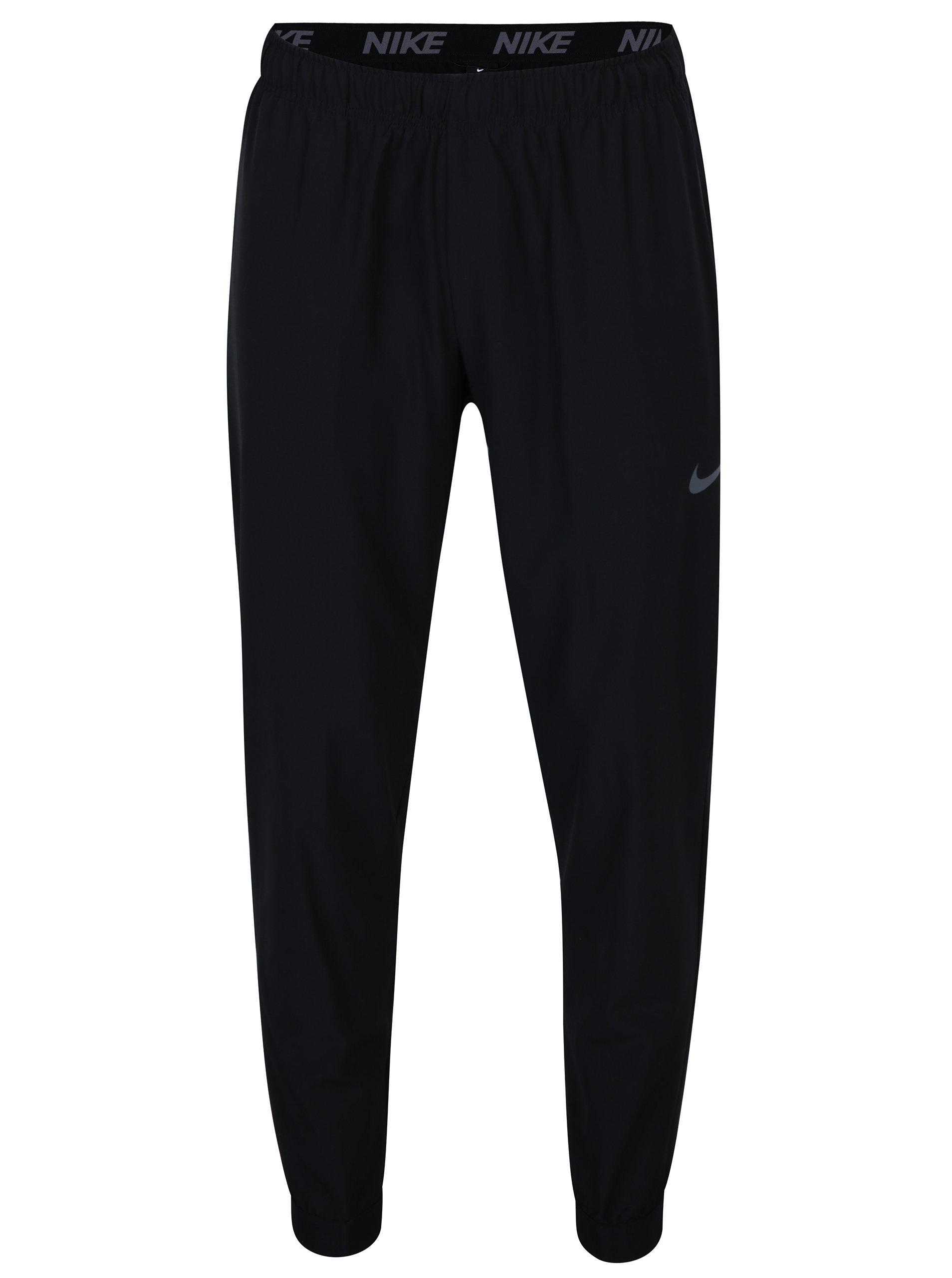 0e75d2d436a Černé pánské tepláky Nike ...