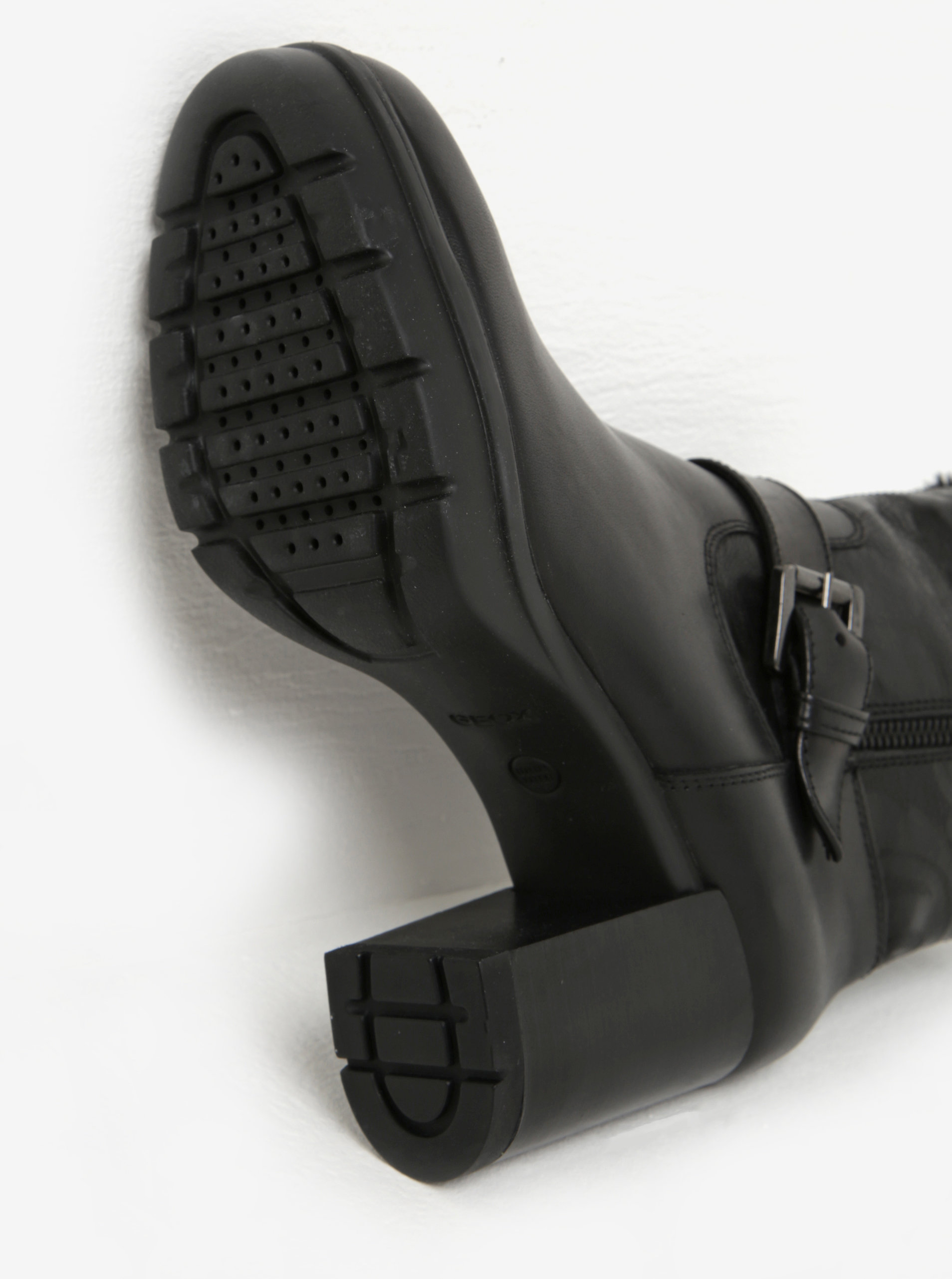 773c563380d2 Čierne dámske kožené zimné členkové topánky na podpätku Geox Abrienne ...
