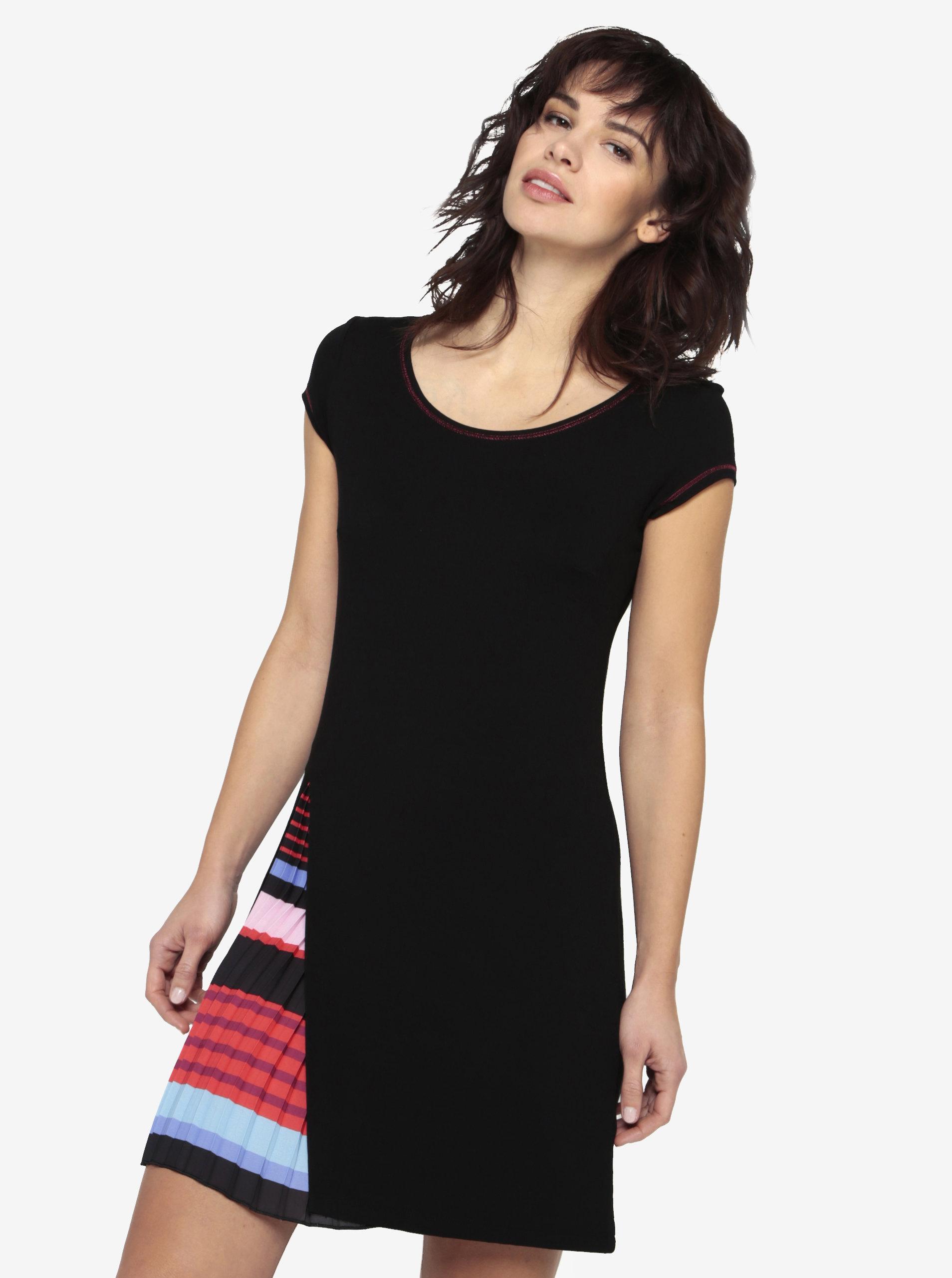 e1fca30d0ba3 Čierne šaty s plisovaným detailom Desigual Evaristo ...