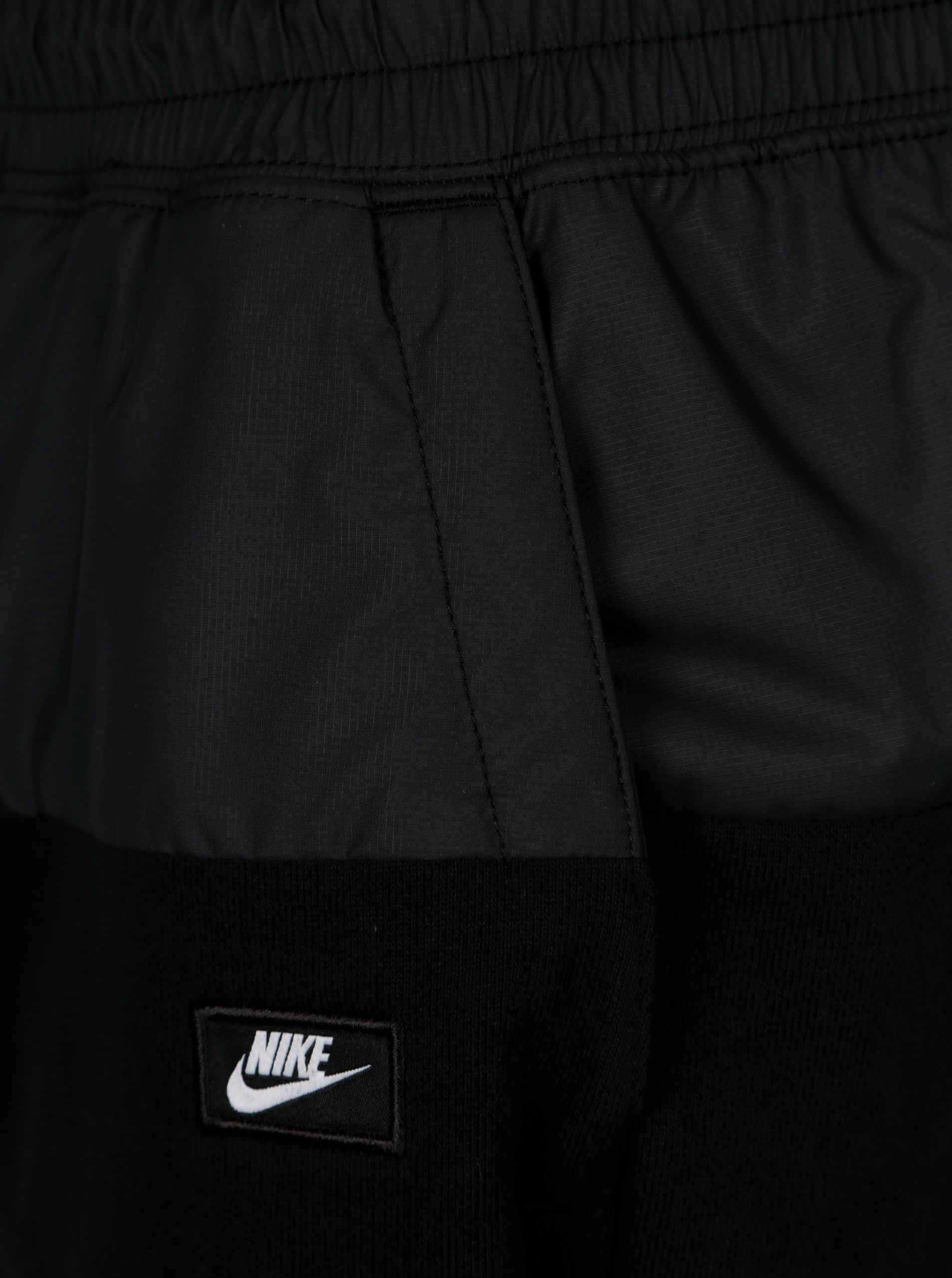 Černé pánské kraťasy s pružným pasem Nike ... 609e9190f4