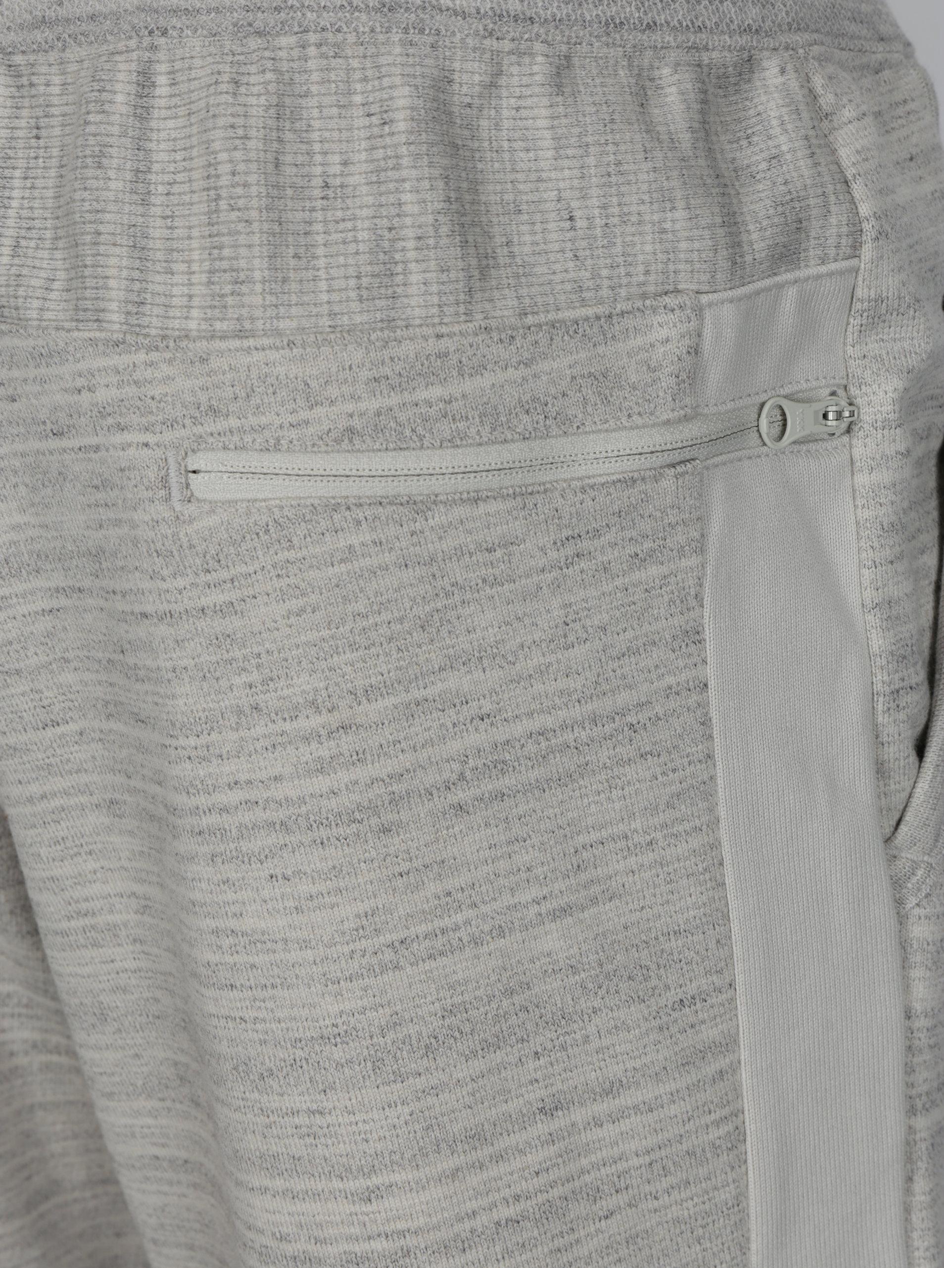 Světle šedé žíhané pánské teplákové kraťasy Nike ... 1be85bbfe7