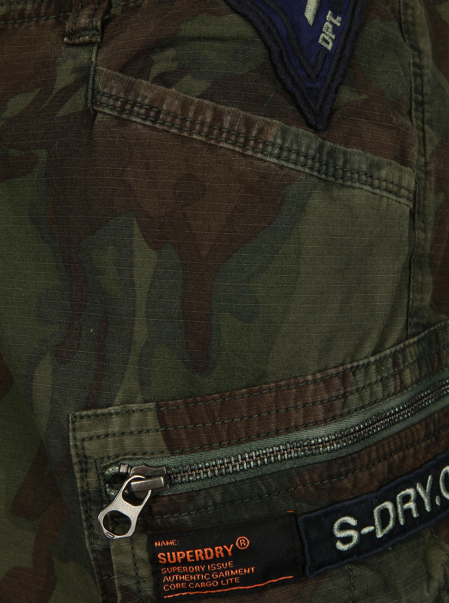 9992aaef292d Zelené pánske maskáčové nohavice Superdry ...