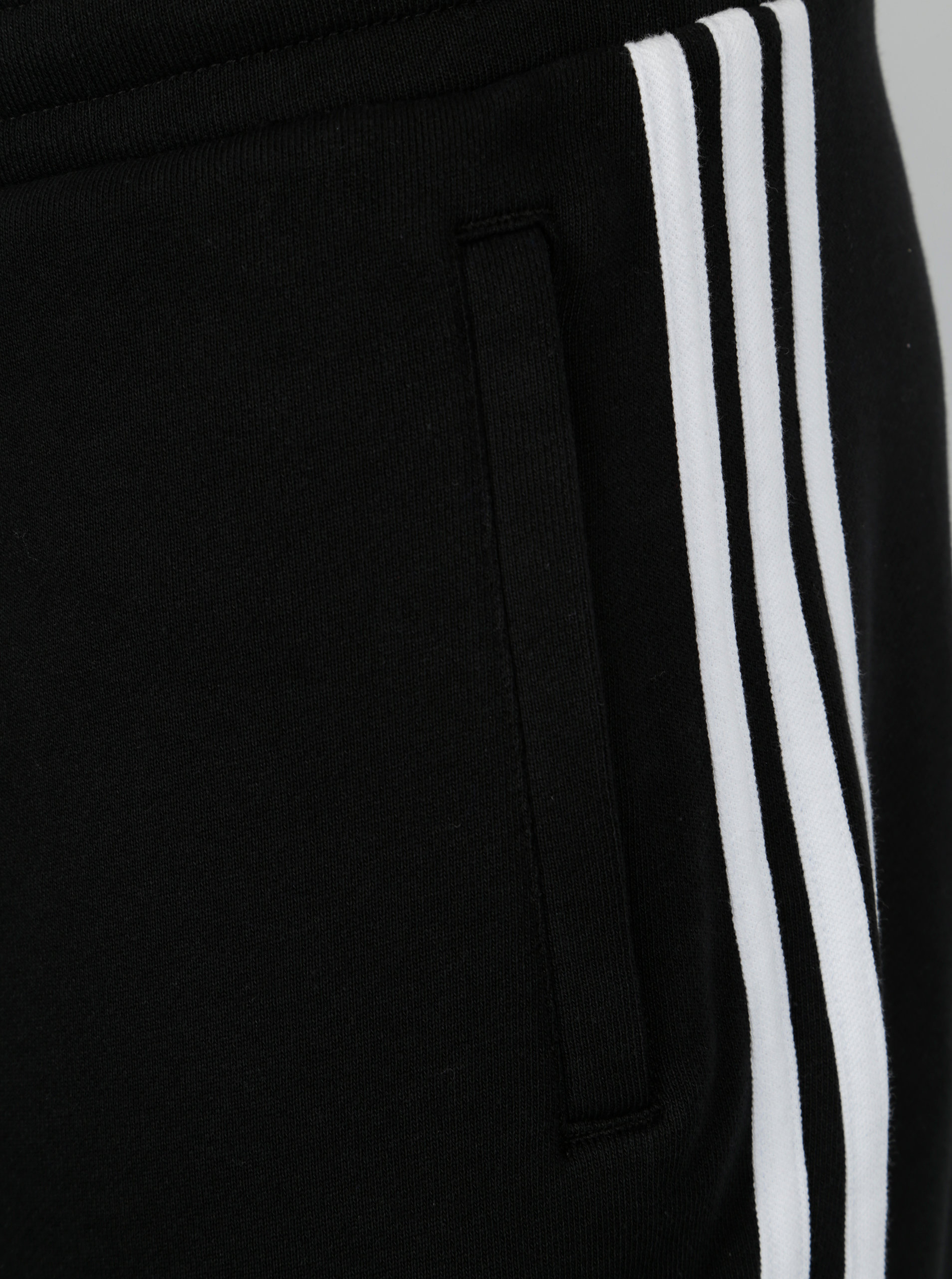 c3d3ee0cdeb Černé pánské kraťasy adidas Originals ...