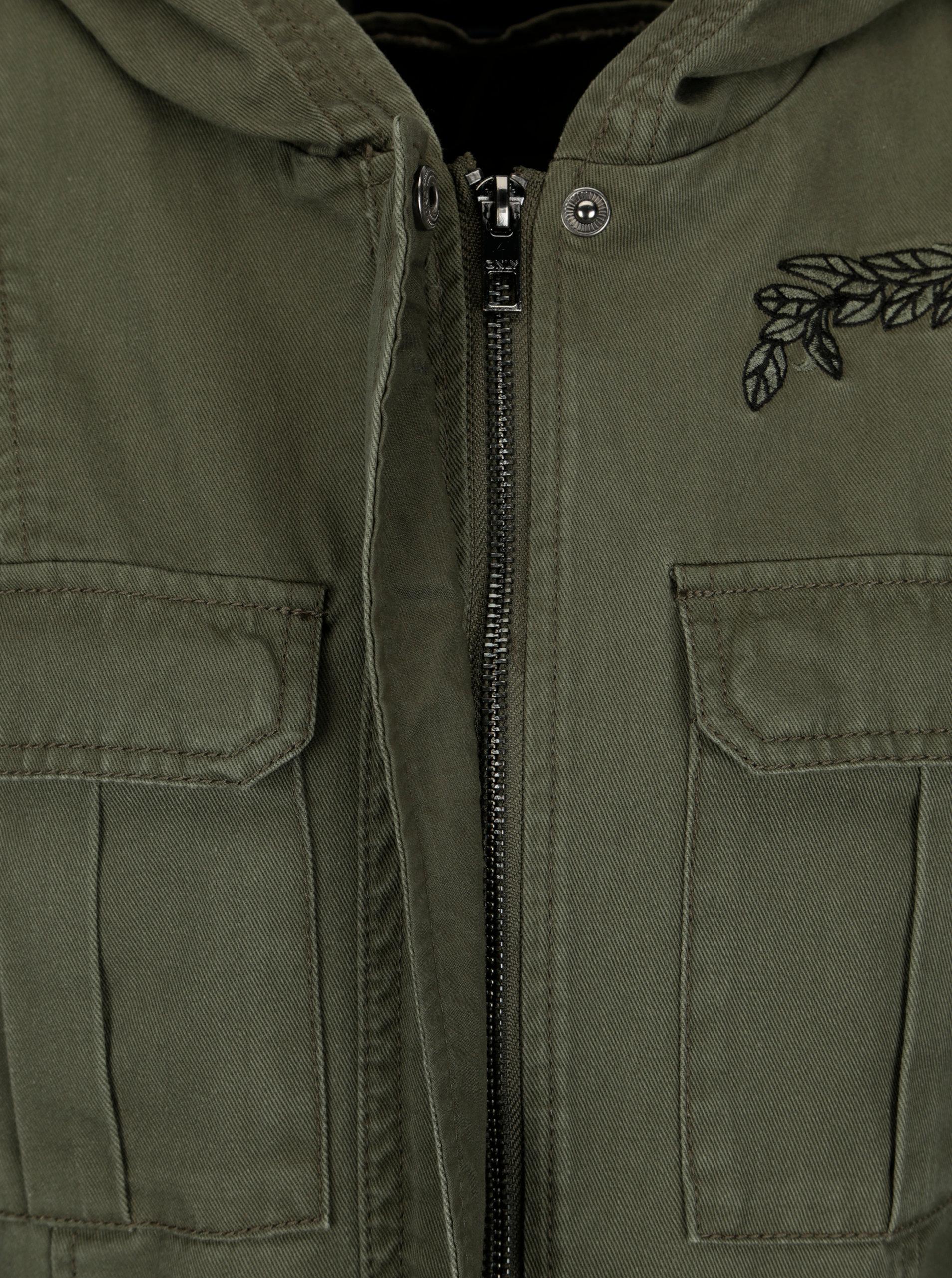 344be7bb2e9 Khaki bunda s kapsami a nášivkami ONLY New Becca ...
