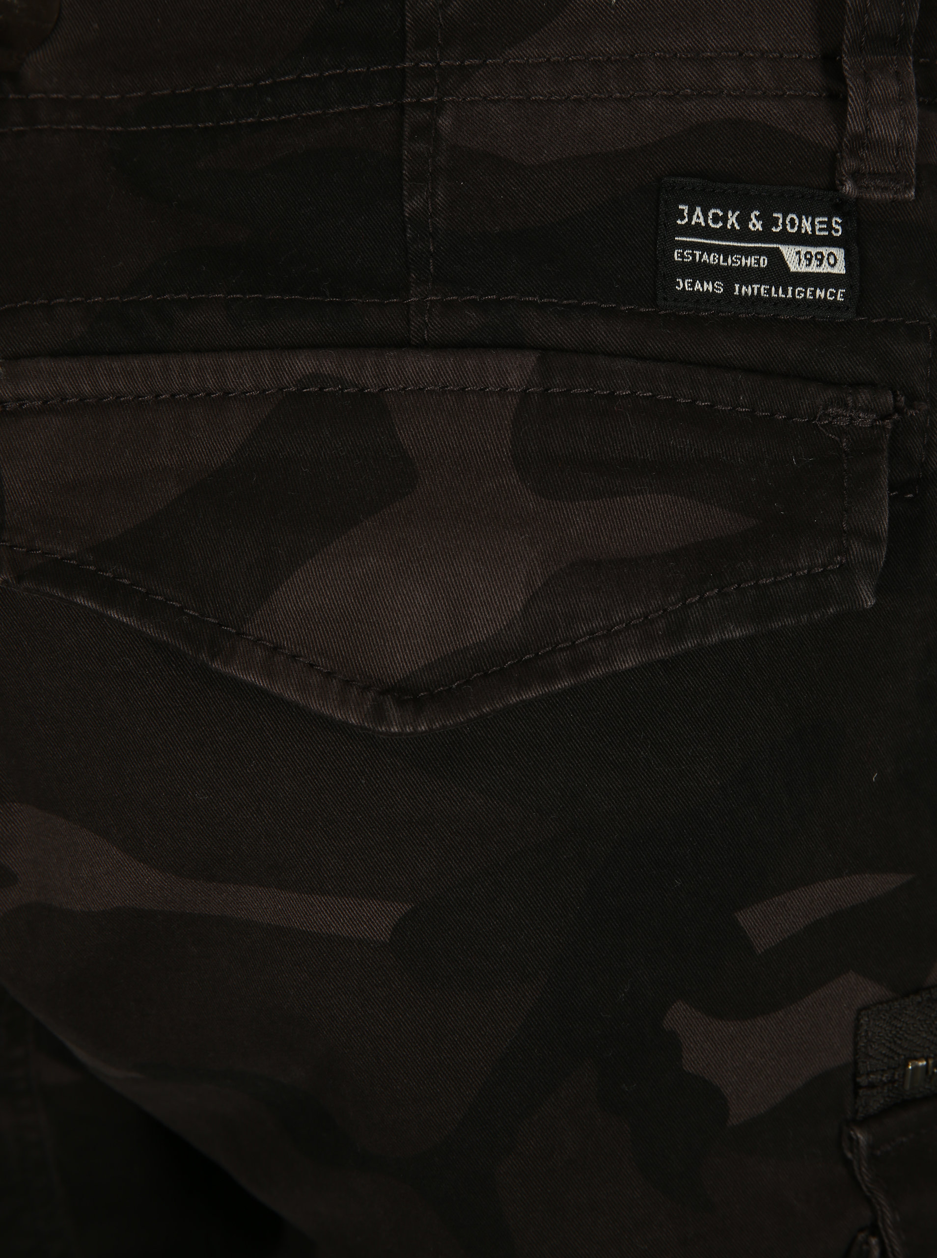 ab5a9fe8dac Tmavě šedé maskáčové kraťasy Jack   Jones Chop ...