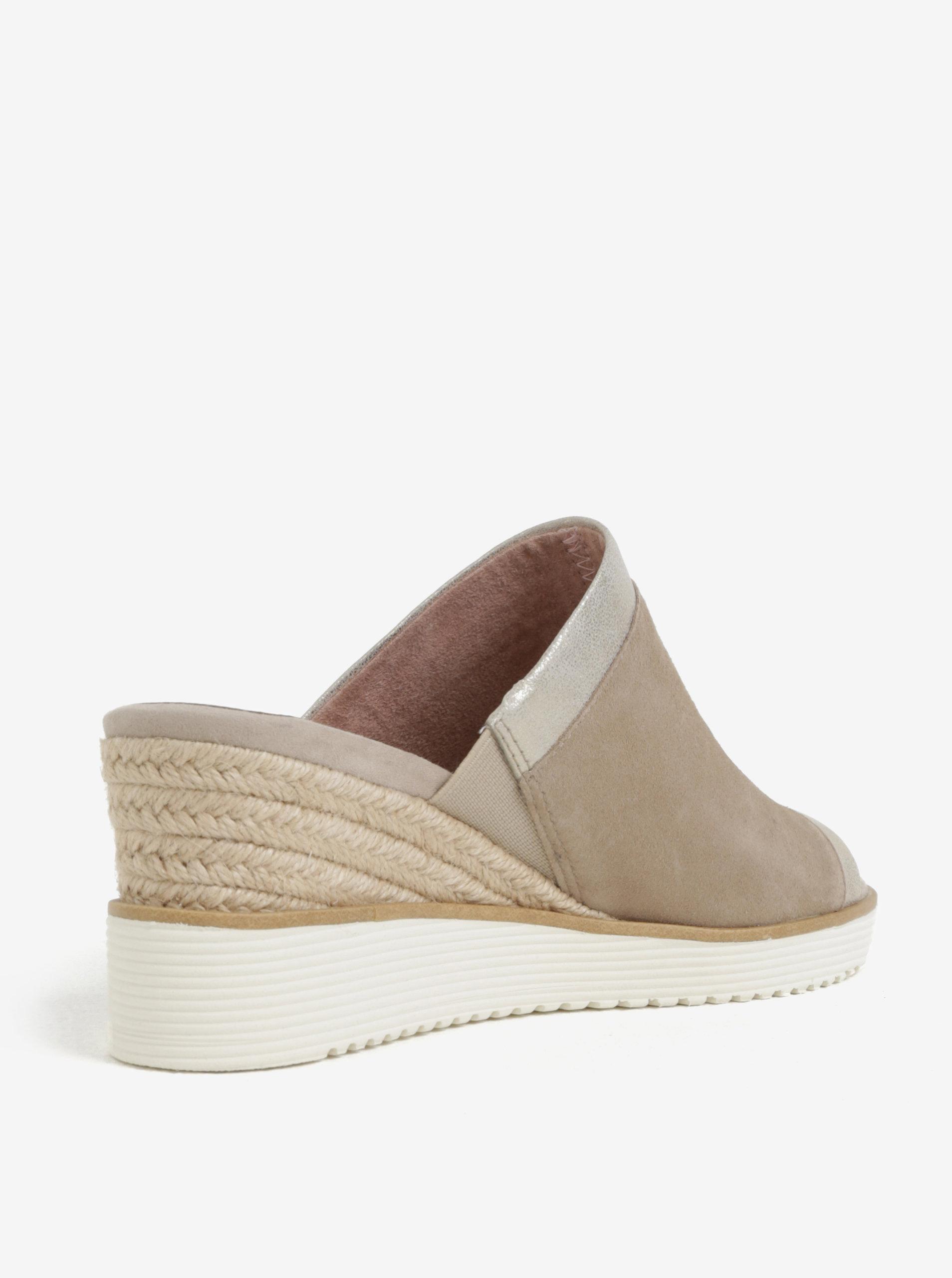 Béžové semišové pantofle na klínku Tamaris ... 545087bd9d