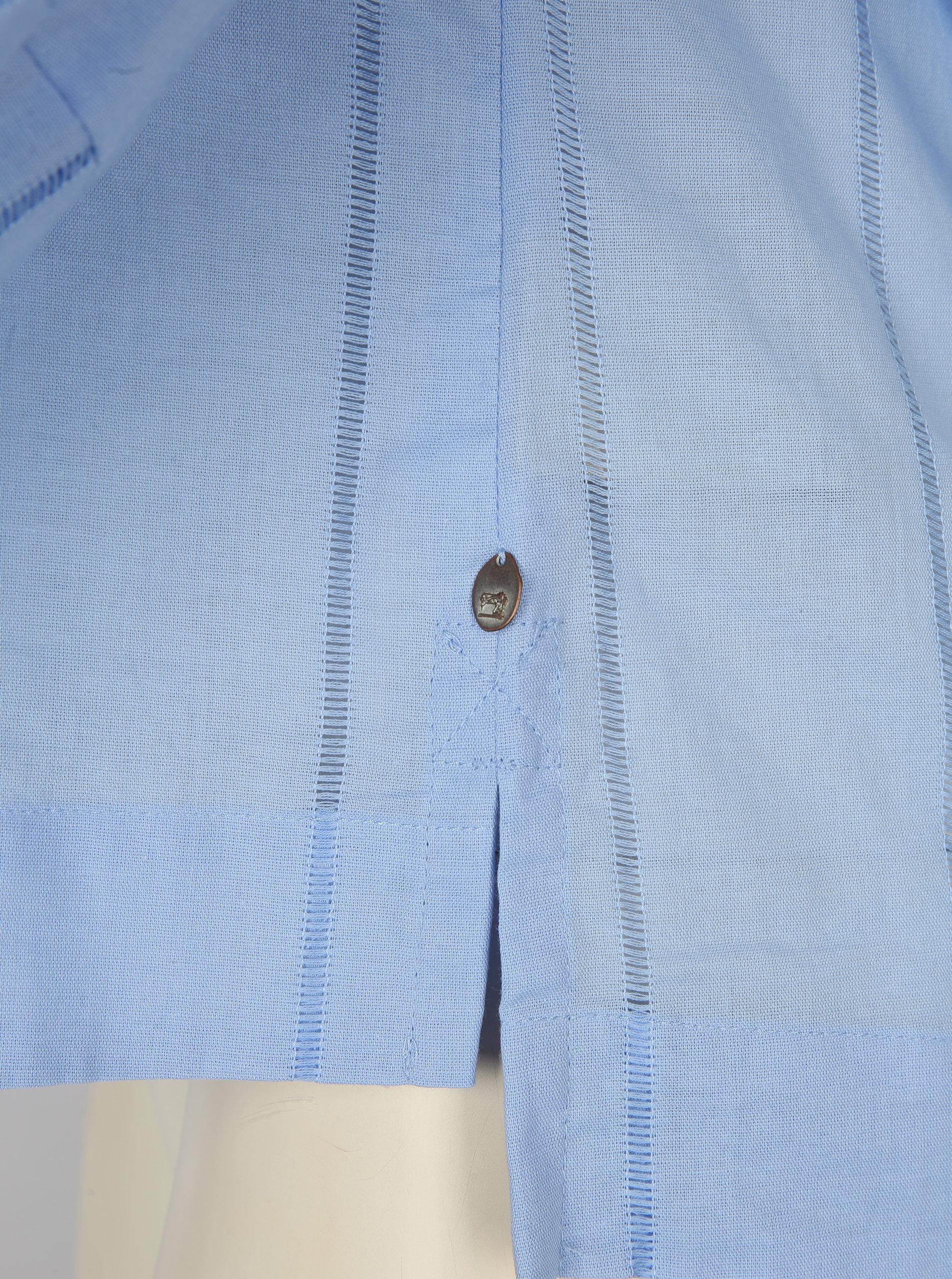 9137cbaece3 Světle modrá halenka s balónovými rukávy a řetízkem ve zlaté barvě Scotch    Soda ...