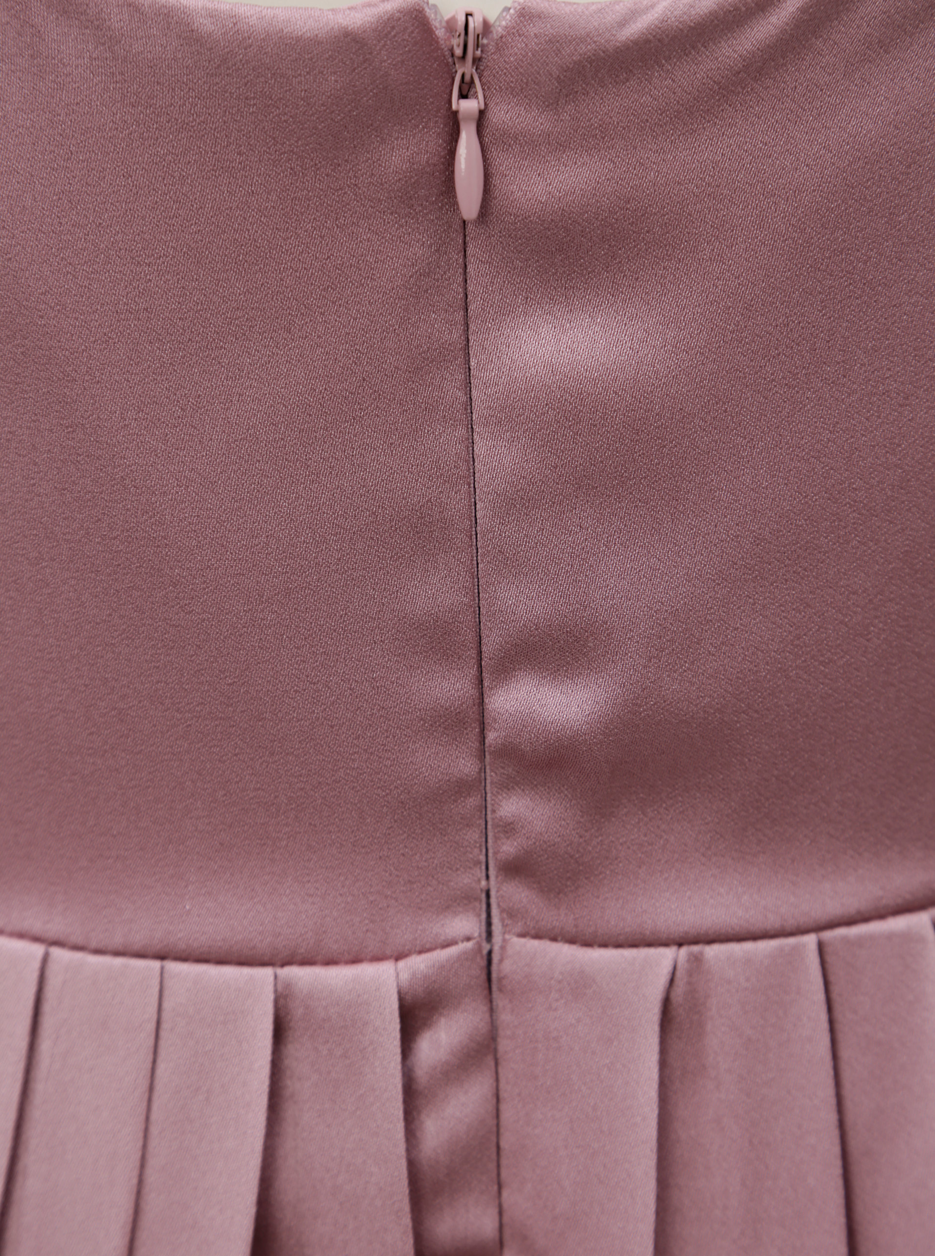 dbbb76d3634 Tmavě růžové maxišaty s korálky Little Mistress ...