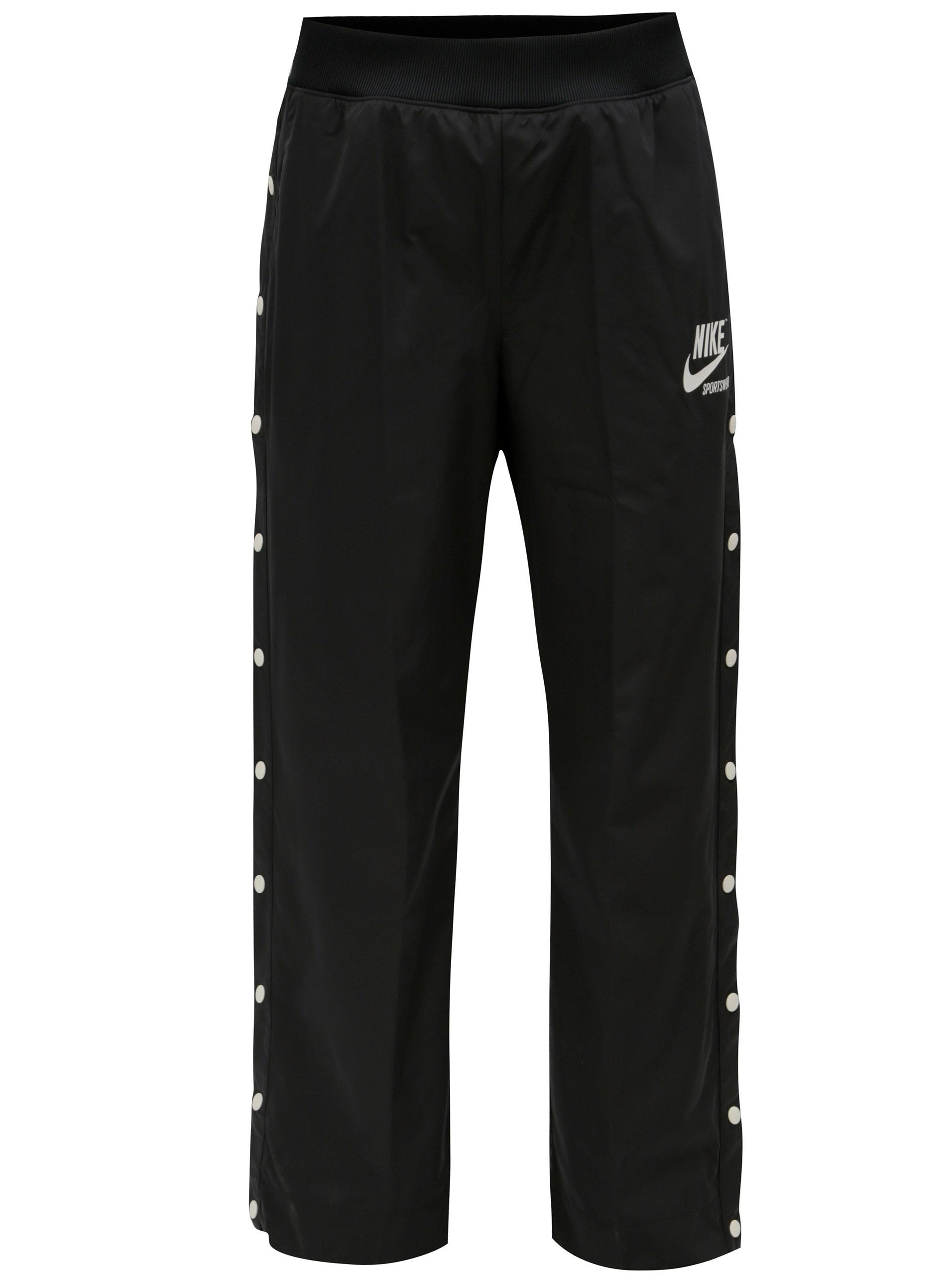 1ccd6b0e0bc Čierne dámske nohavice s patentkami na nohaviciach Nike pant ...