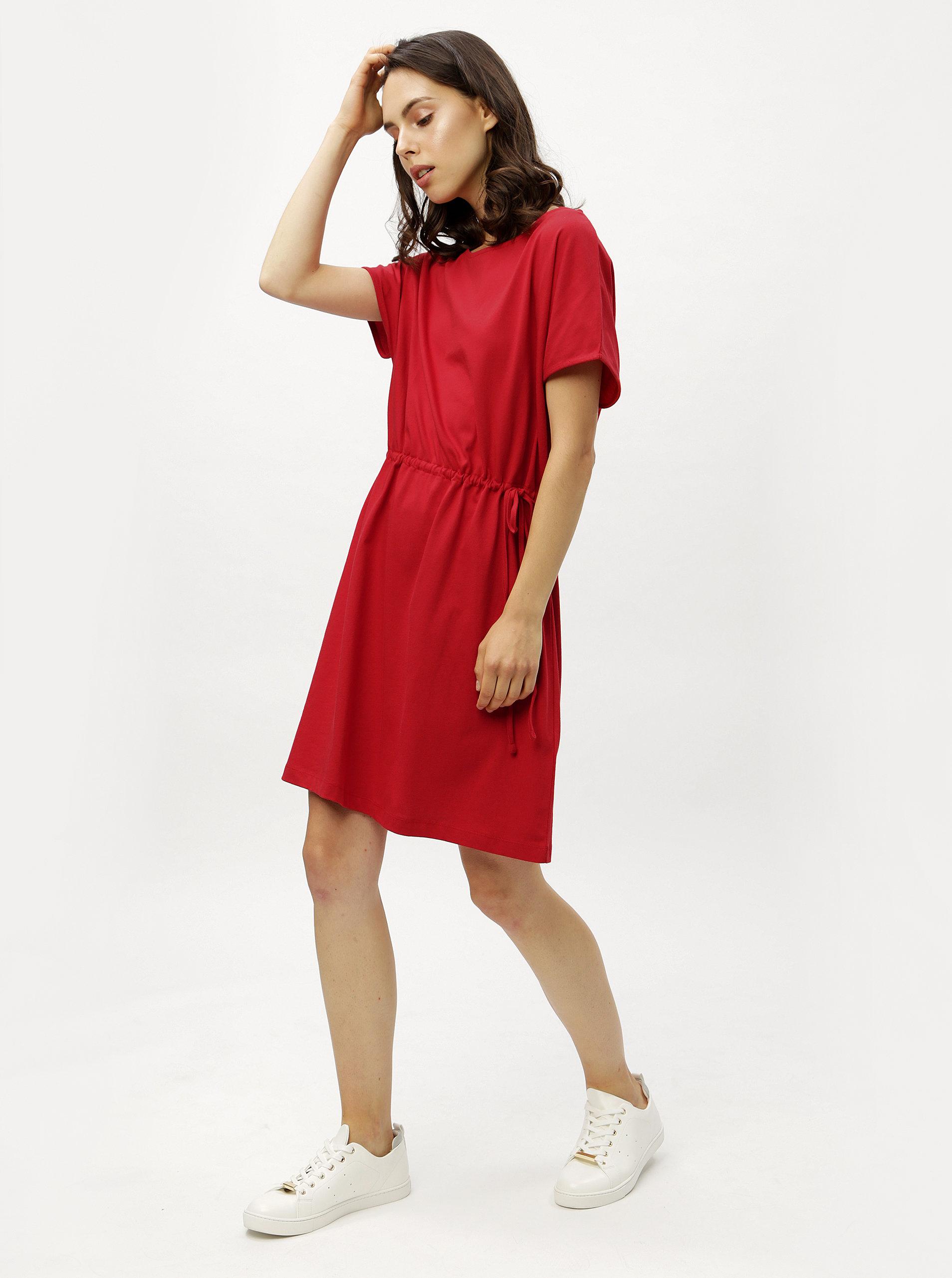 3f741d8e07e2 Červené voľné šaty so sťahovaním v páse ZOOT ...