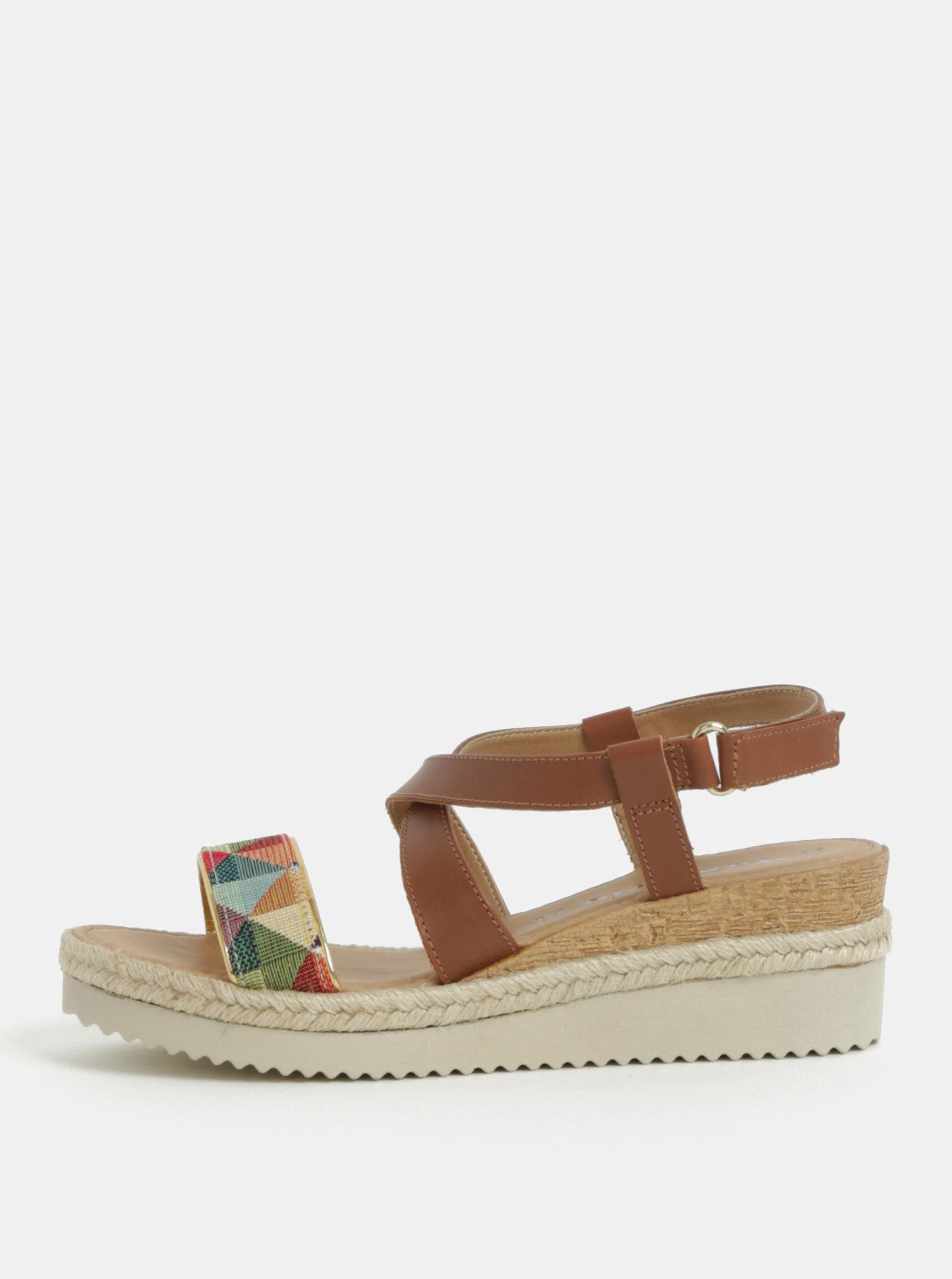 Hnědé kožené sandály na klínku s barevným vzorem Tamaris