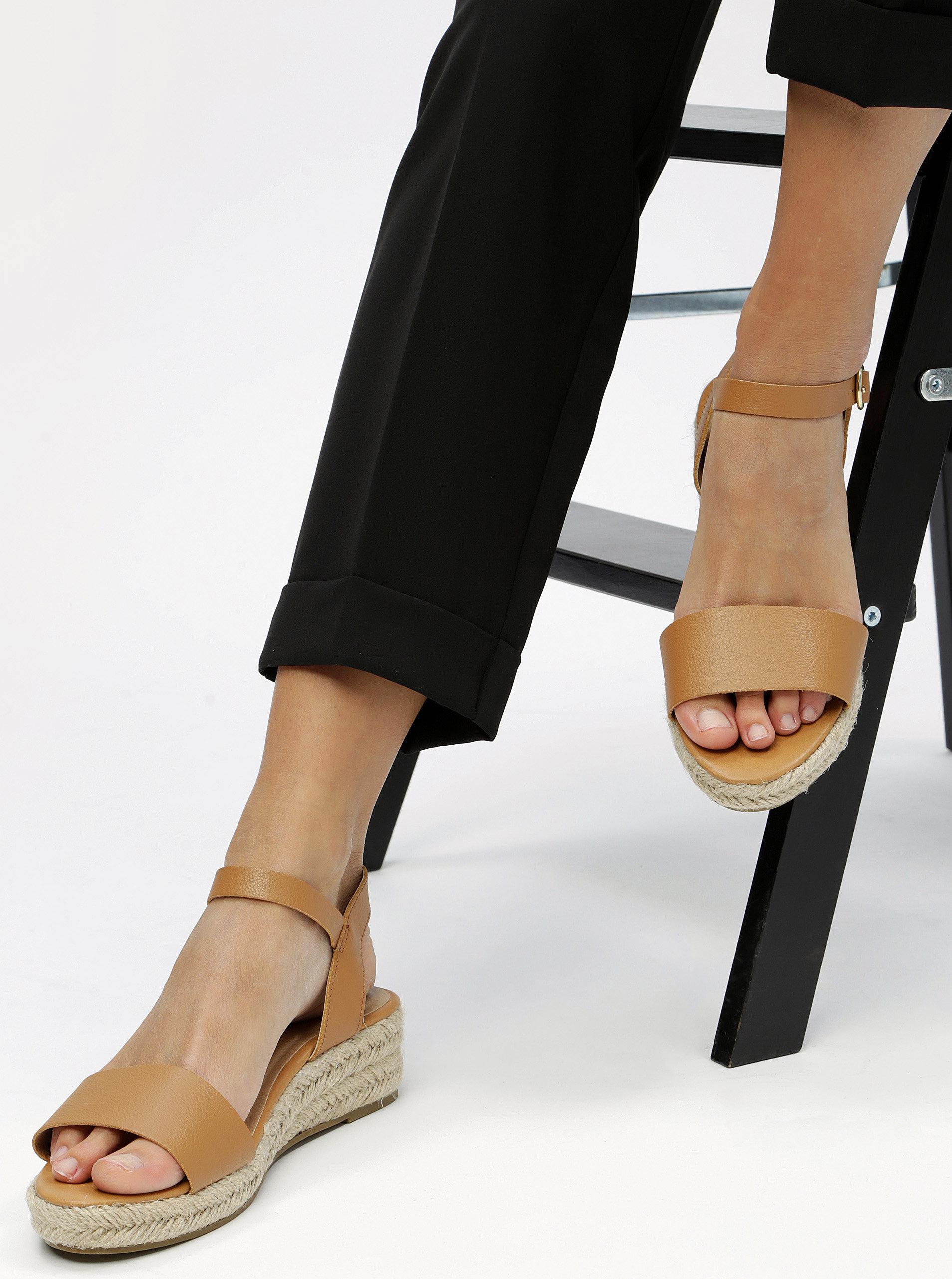 633aa4f97f7c Hnedé sandálky na platforme Dorothy Perkins ...