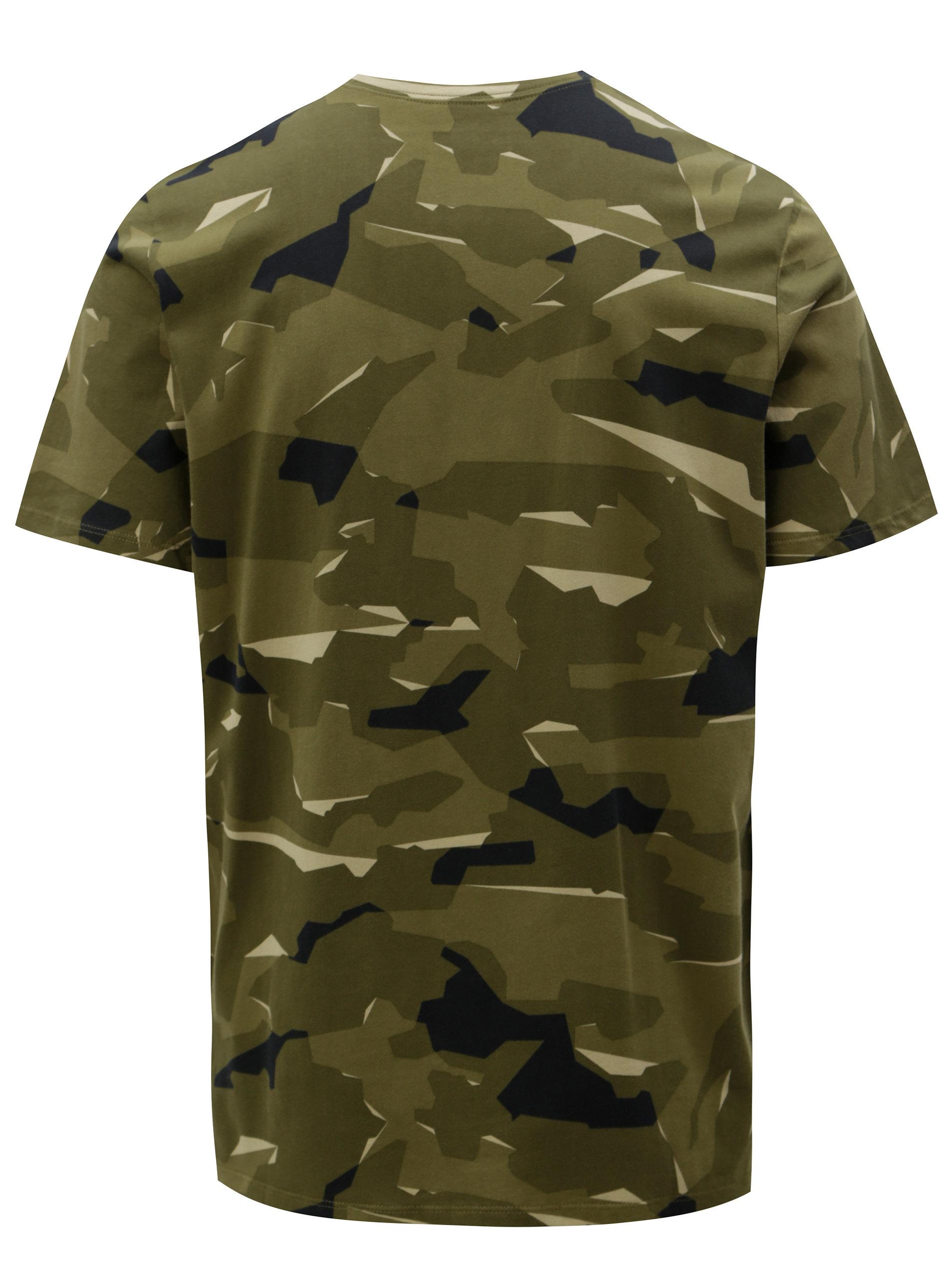 0fea2dae4 Zelené pánske maskáčové tričko s krátkym rukávom Nike | ZOOT.sk
