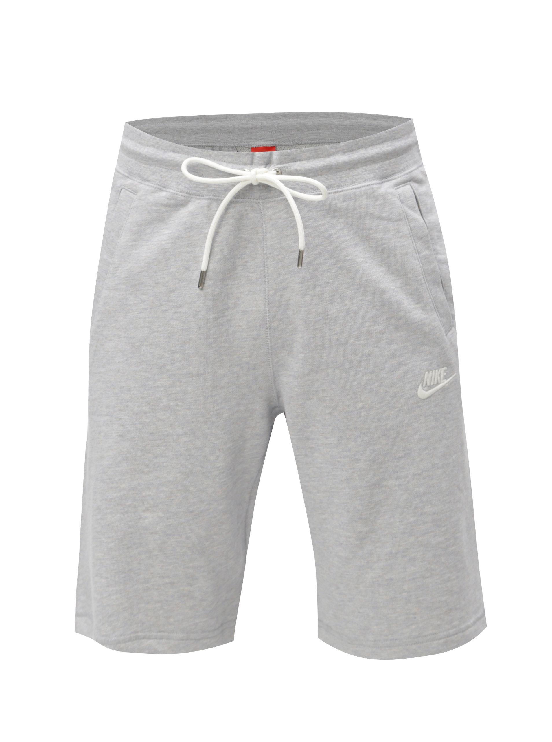 966b390df4e Světle šedé pánské žíhané teplákové kraťasy Nike ...