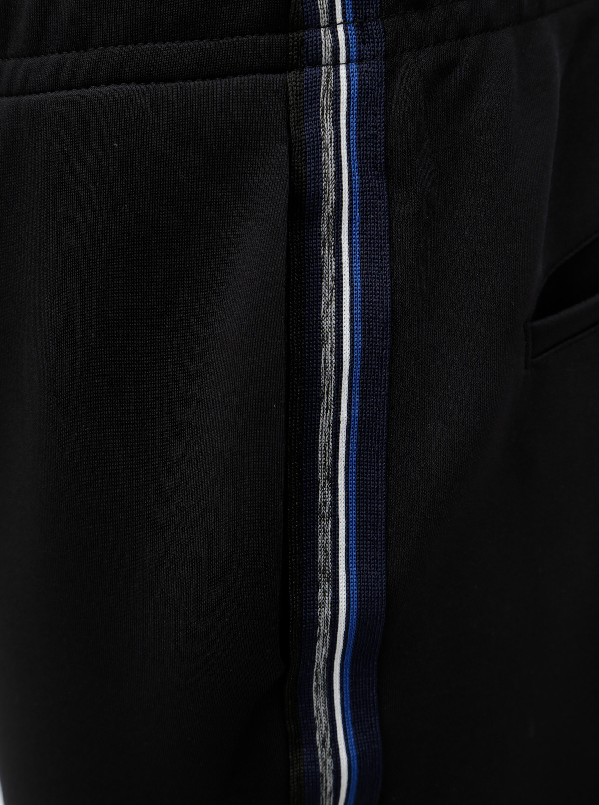 1690849b5 Čierne tepláky s pruhmi na bokoch Jack & Jones Dean | ZOOT.sk