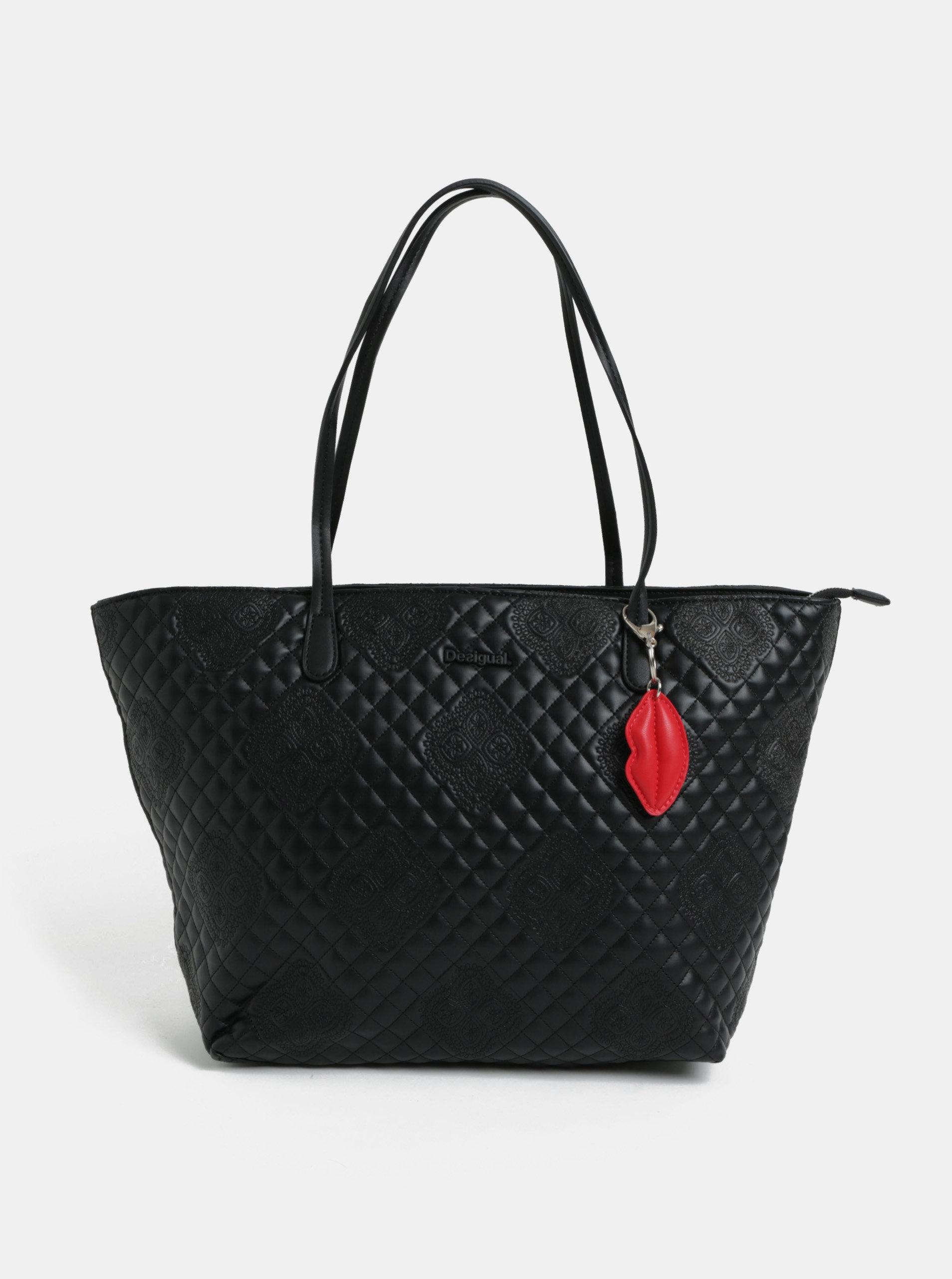 6a87894250 Černá prošívaná kabelka s přívěškem Desigual Claudia ...