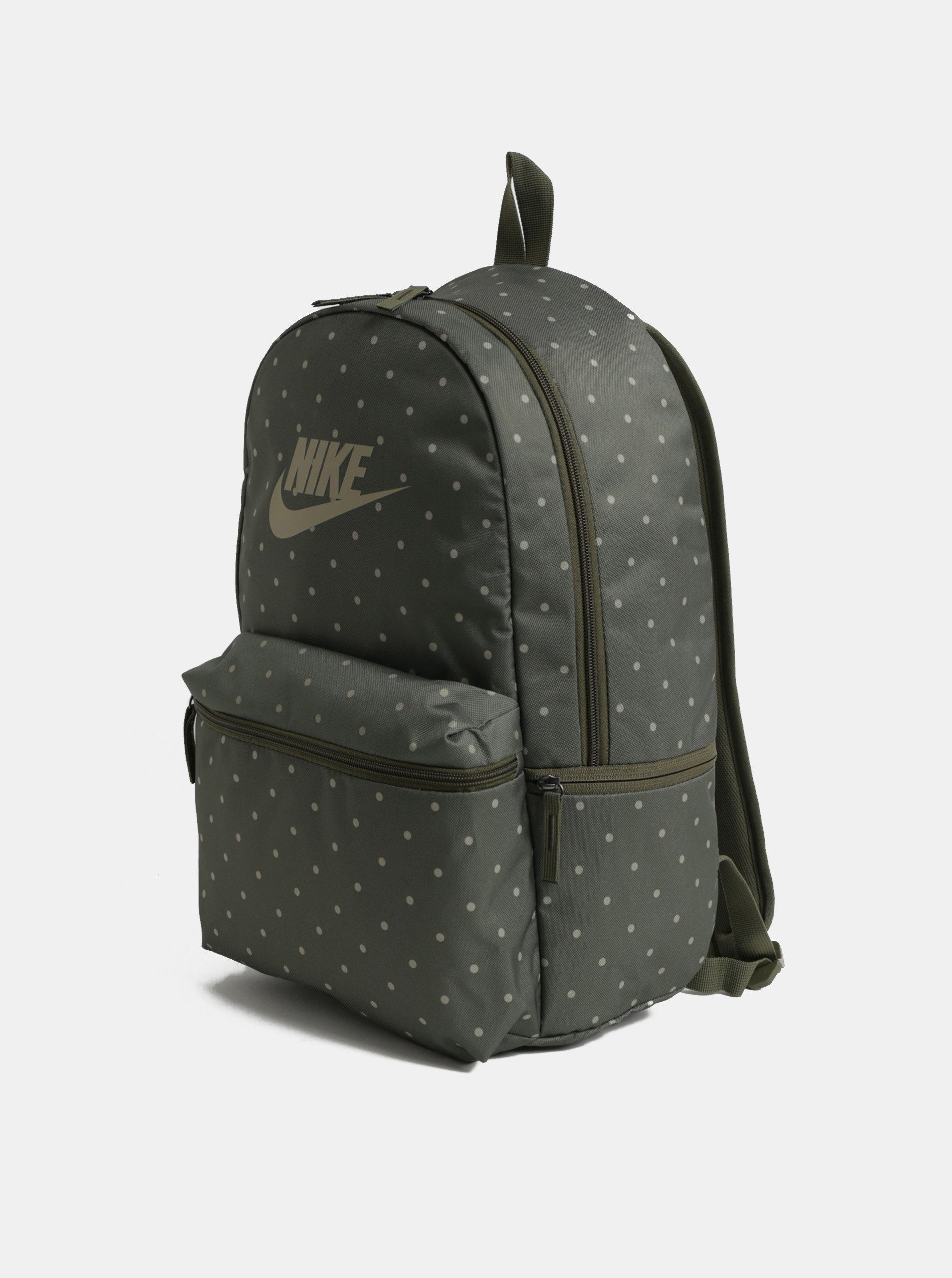 ee5984e075 Zelený bodkovaný batoh Nike Heritage 26 l ...