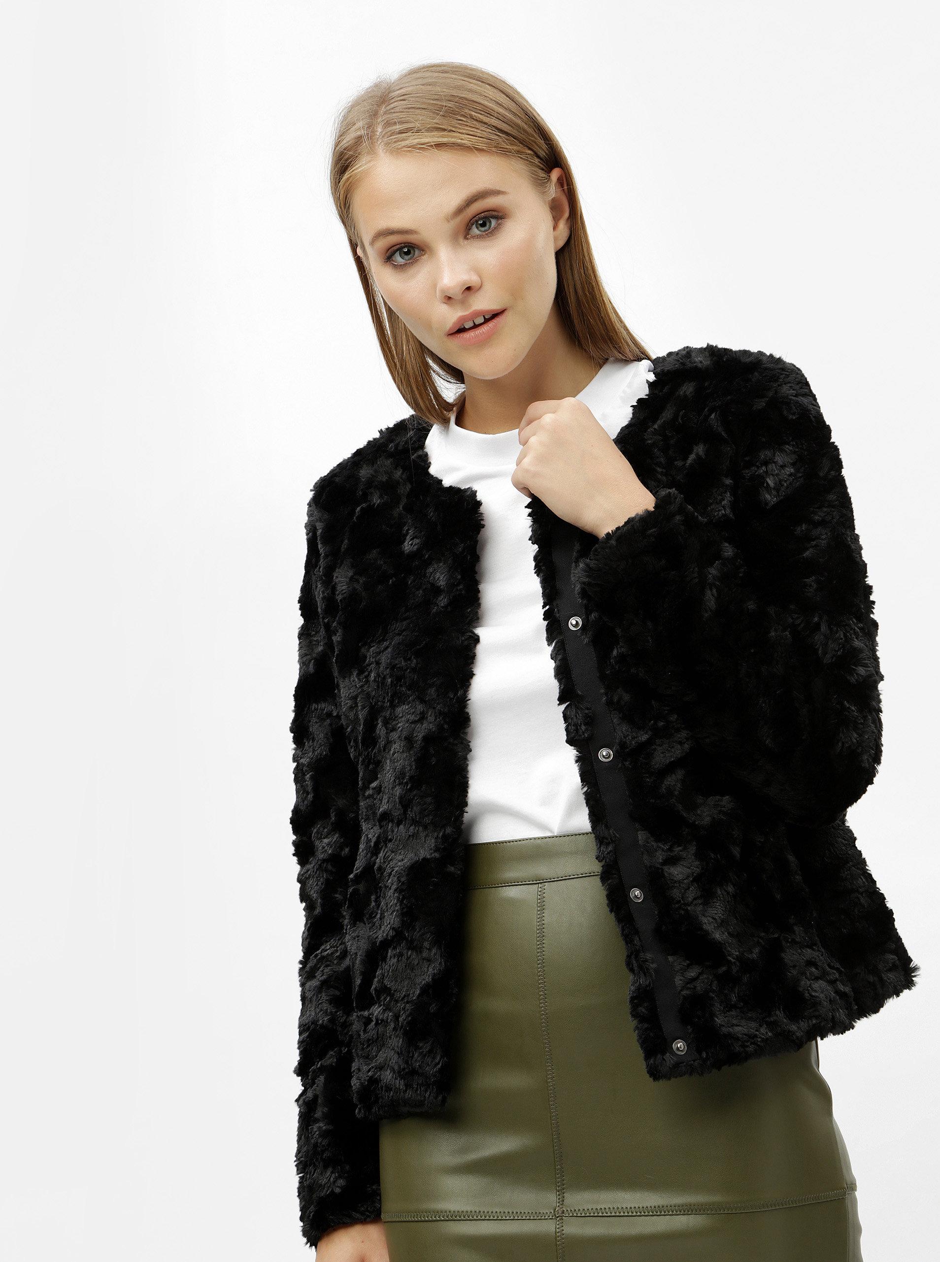 0713951f1 Čierny krátky kabát z umelej kožušiny VERO MODA Curl | ZOOT.sk