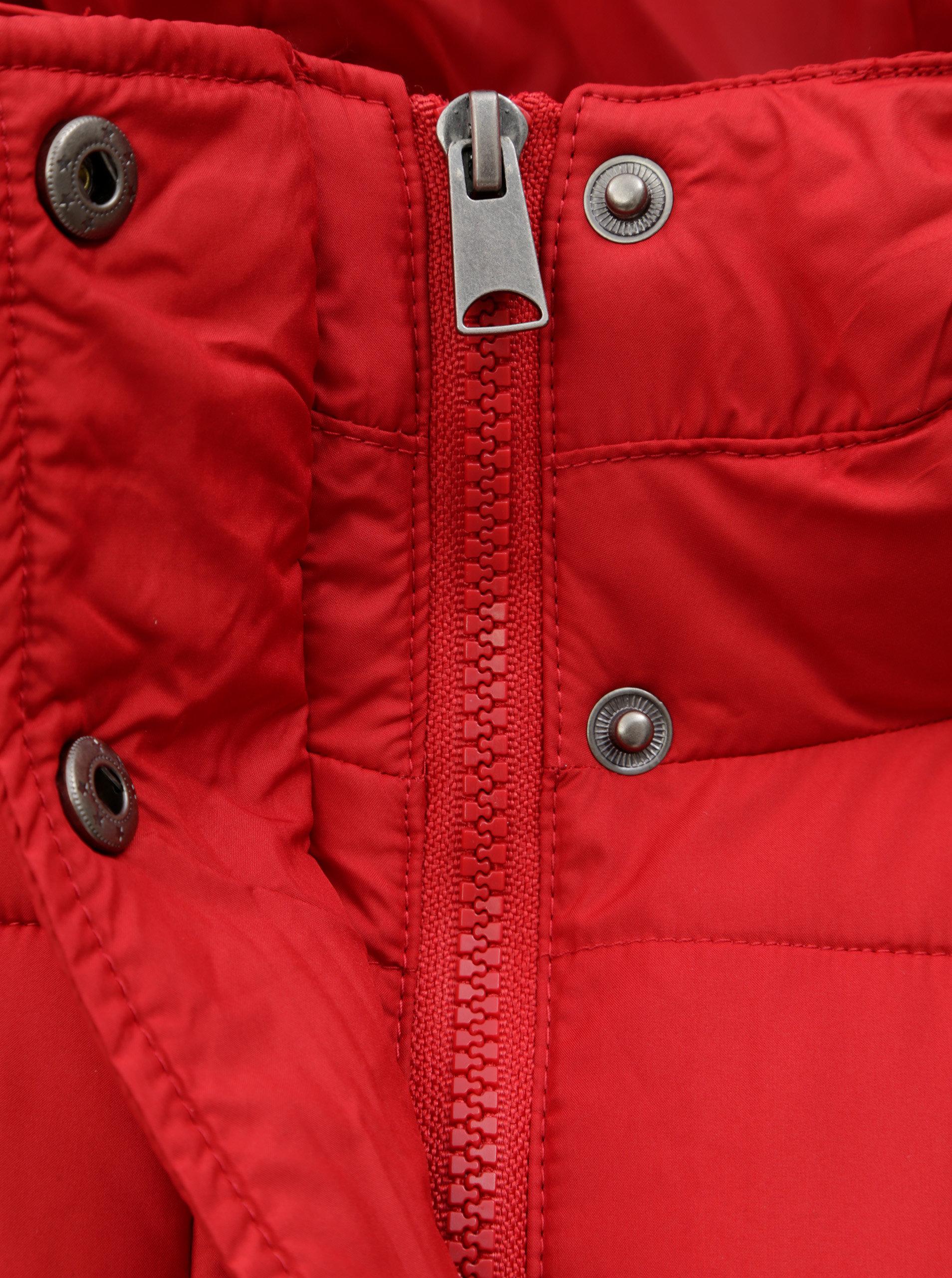 210929f322b5 Červená zimní bunda s odepínatelnou šálou VERO MODA ...