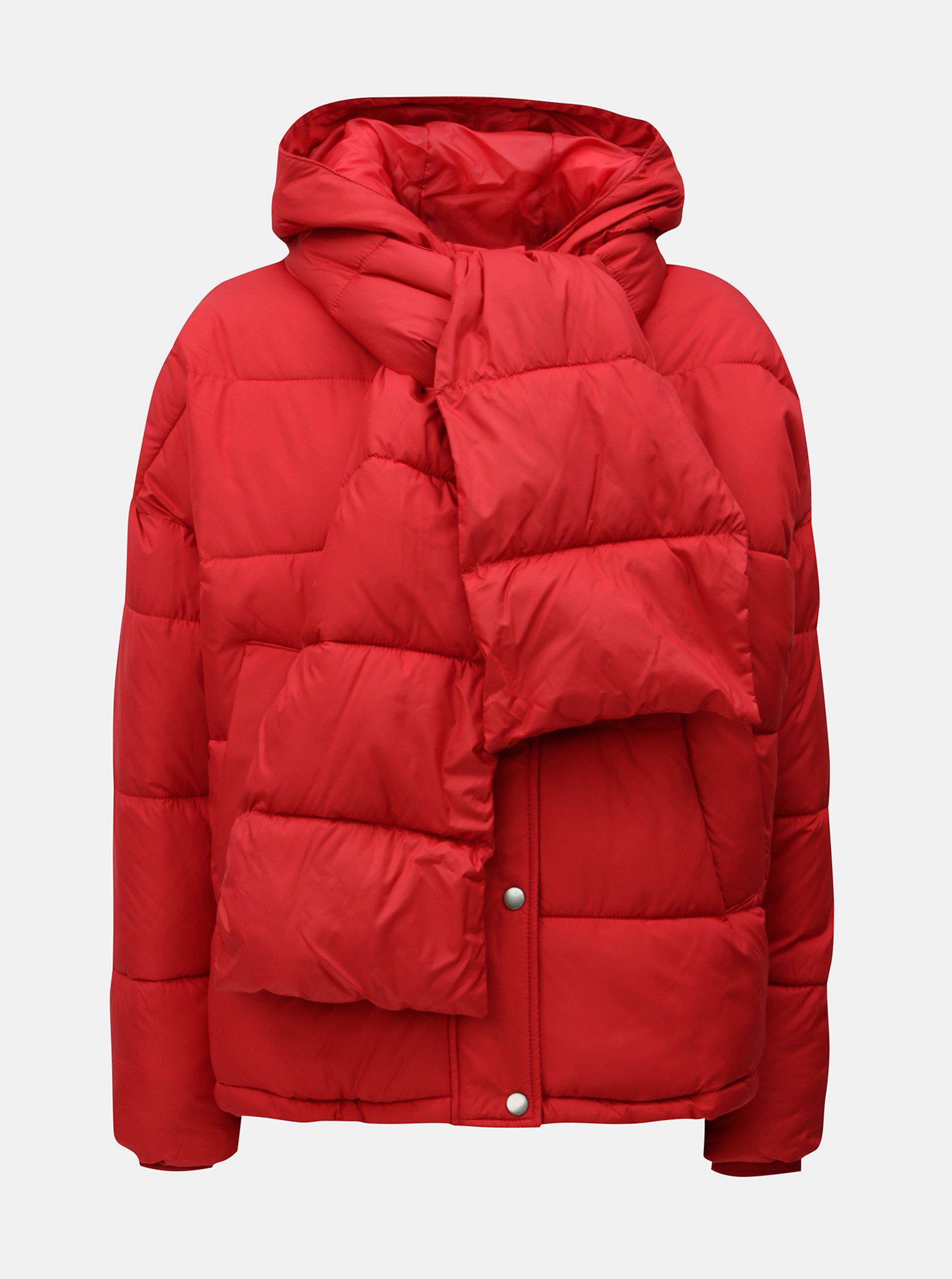 06cd975473f Červená zimní bunda s odepínatelnou šálou VERO MODA ...