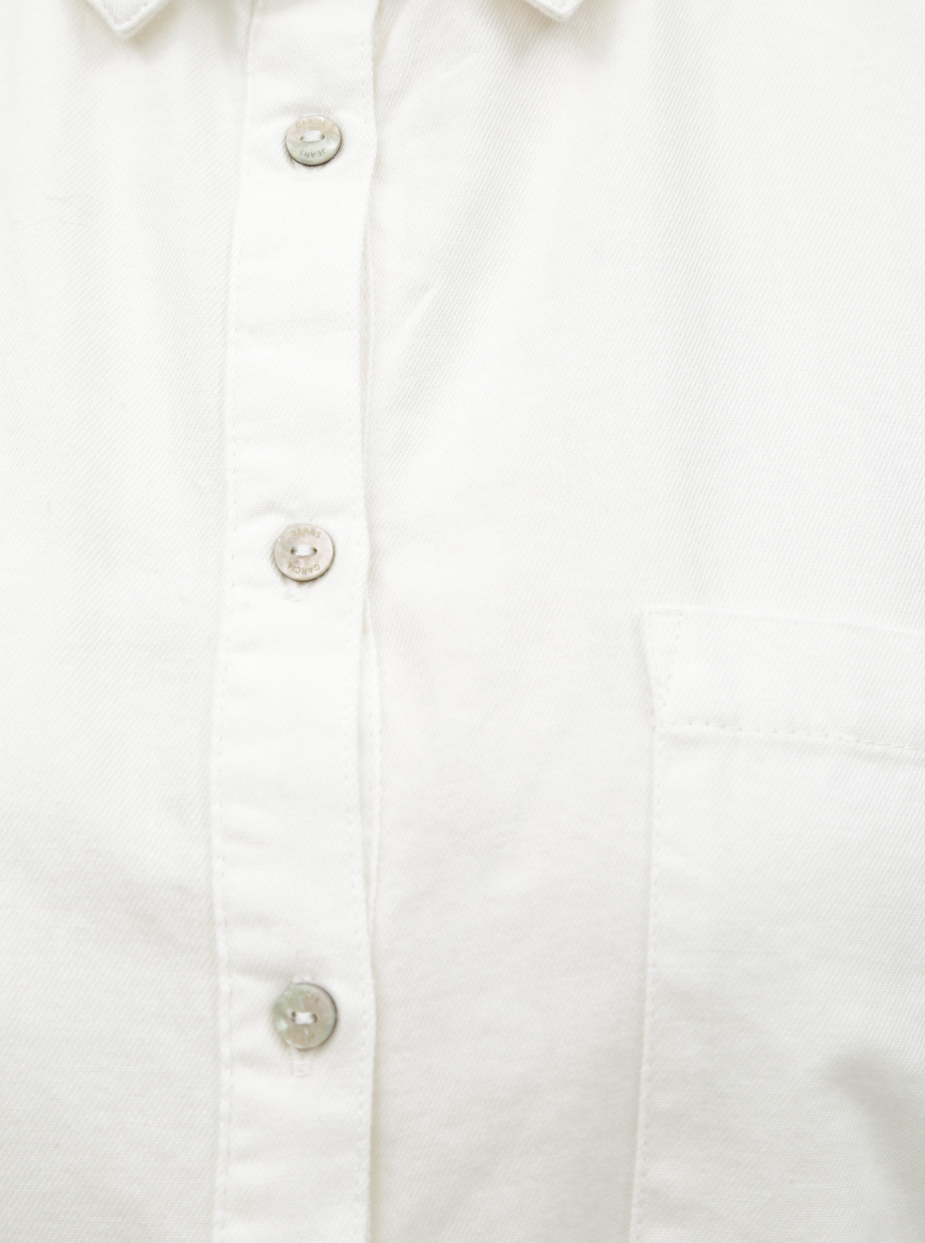 f789c39d498c Biela dámska košeľa s náprsným vreckom Garcia Jeans ...