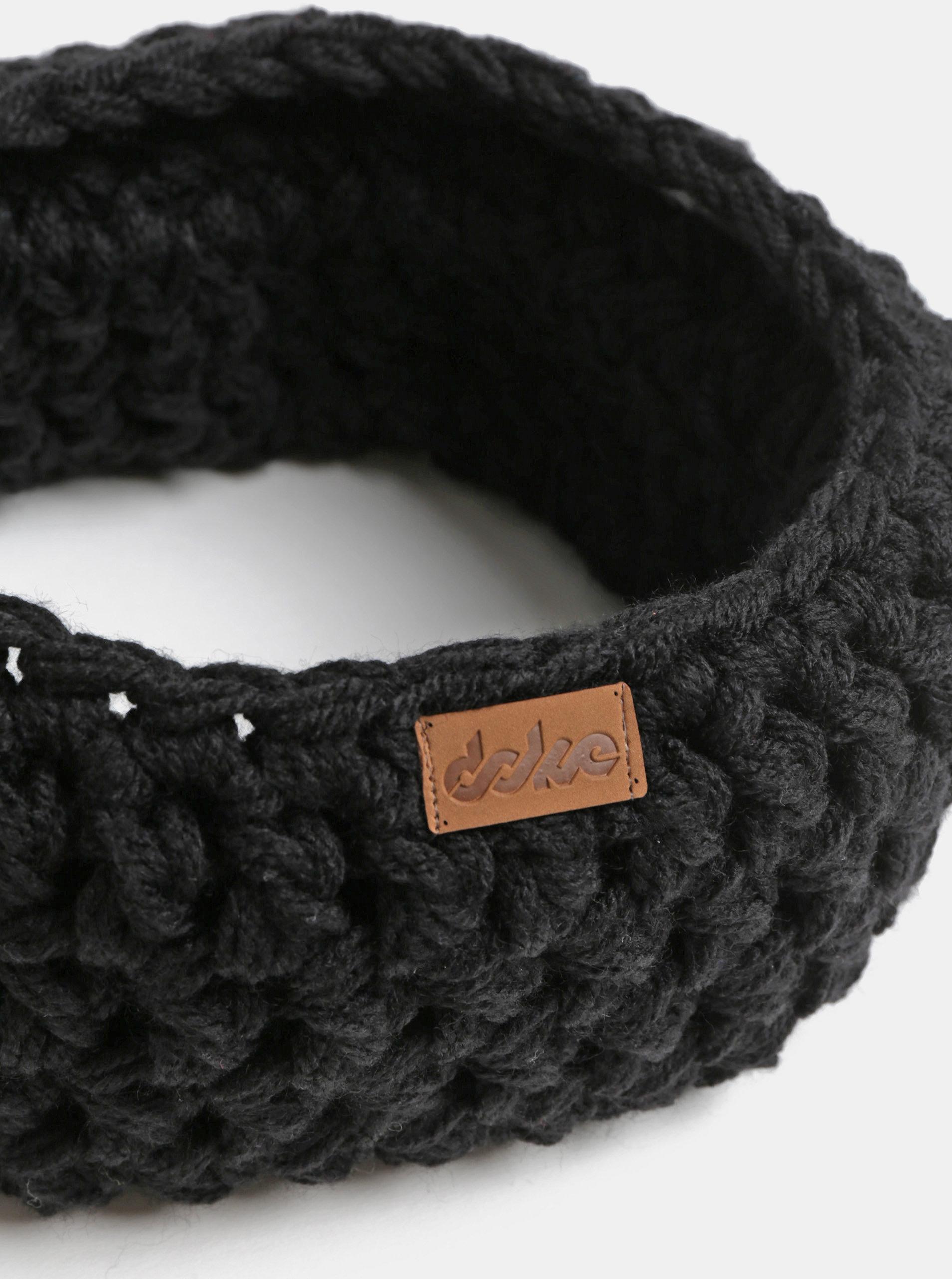 4b44b2adab6 Černý pletený nákrčník DOKE ...