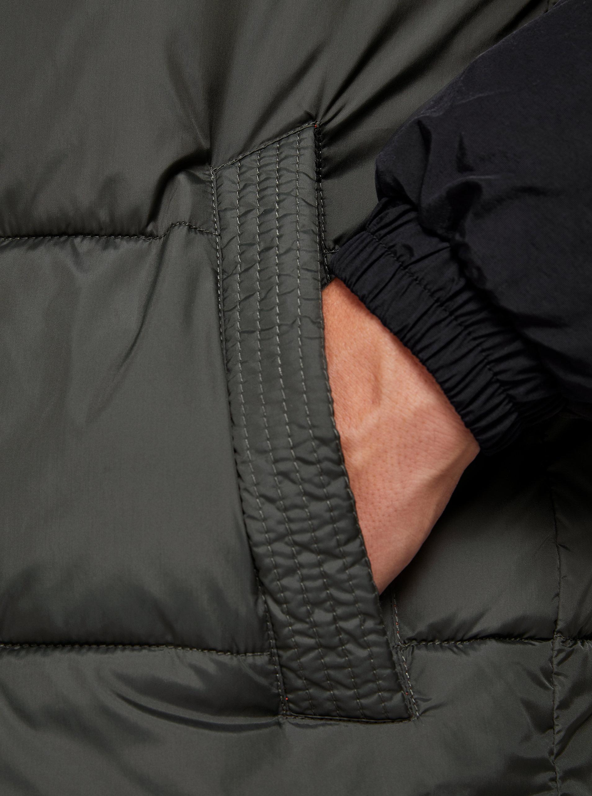 Černo-zelená prošívaná bunda Jack & Jones Cross