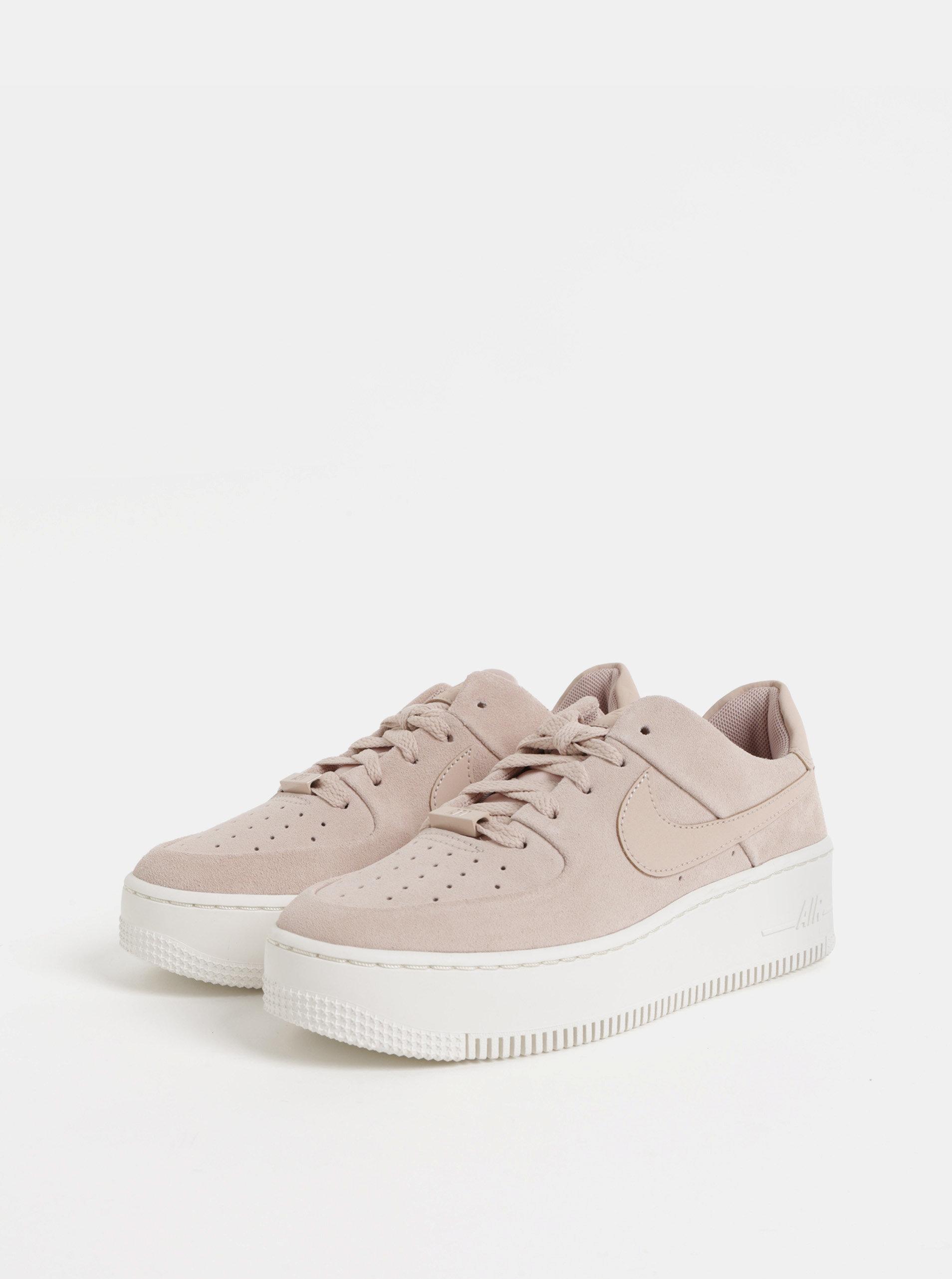 Růžové dámské semišové tenisky na platformě Nike Air Force 1 ... a7153c24d3d