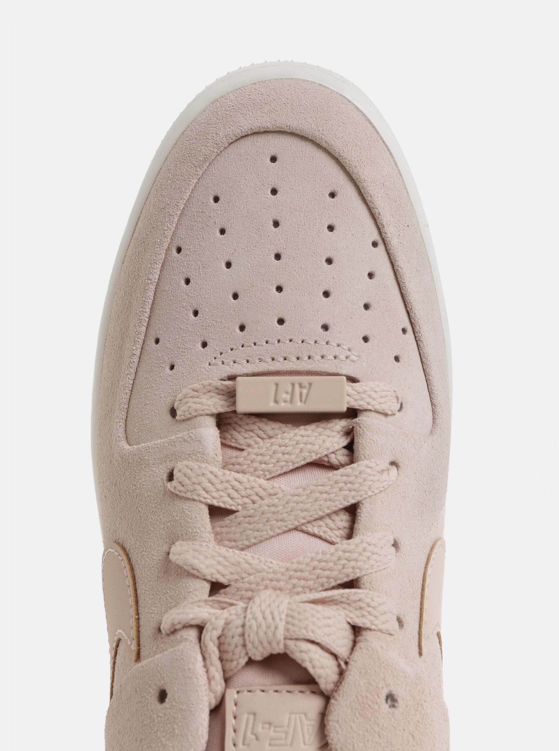 Růžové dámské semišové tenisky na platformě Nike Air Force 1 ... 6f43258b615