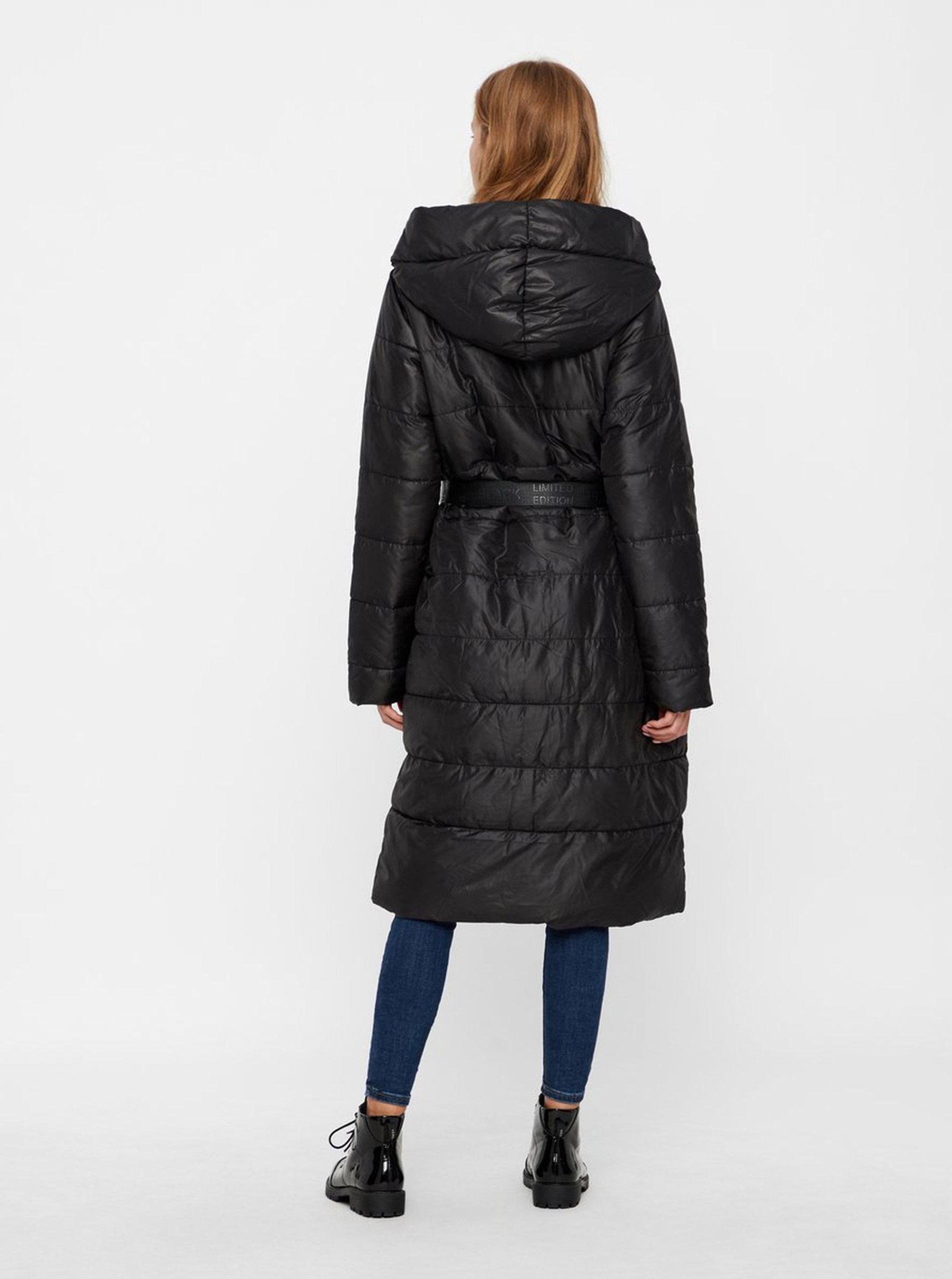 Černý zimní prošívaný kabát s páskem VERO MODA ... 373c103f3c5