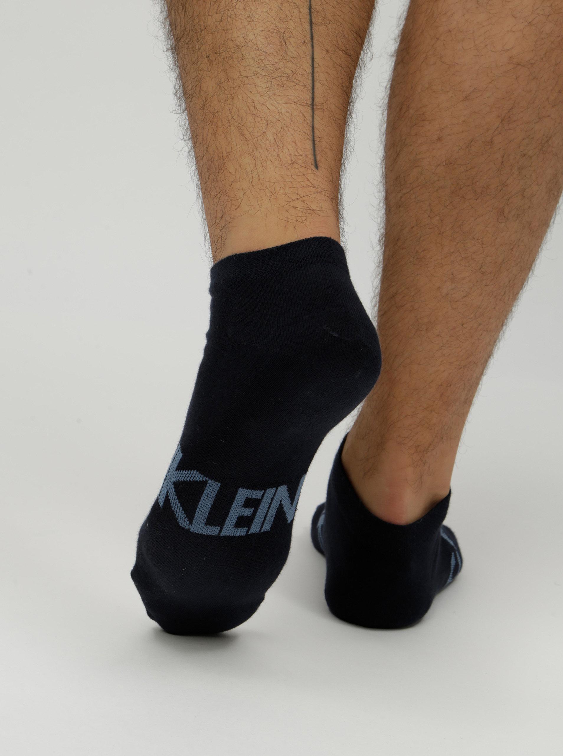 7b406d76d3 Sada dvou párů pánských nízkých ponožek v šedé a černé barvě Calvin Klein  Jeans ...