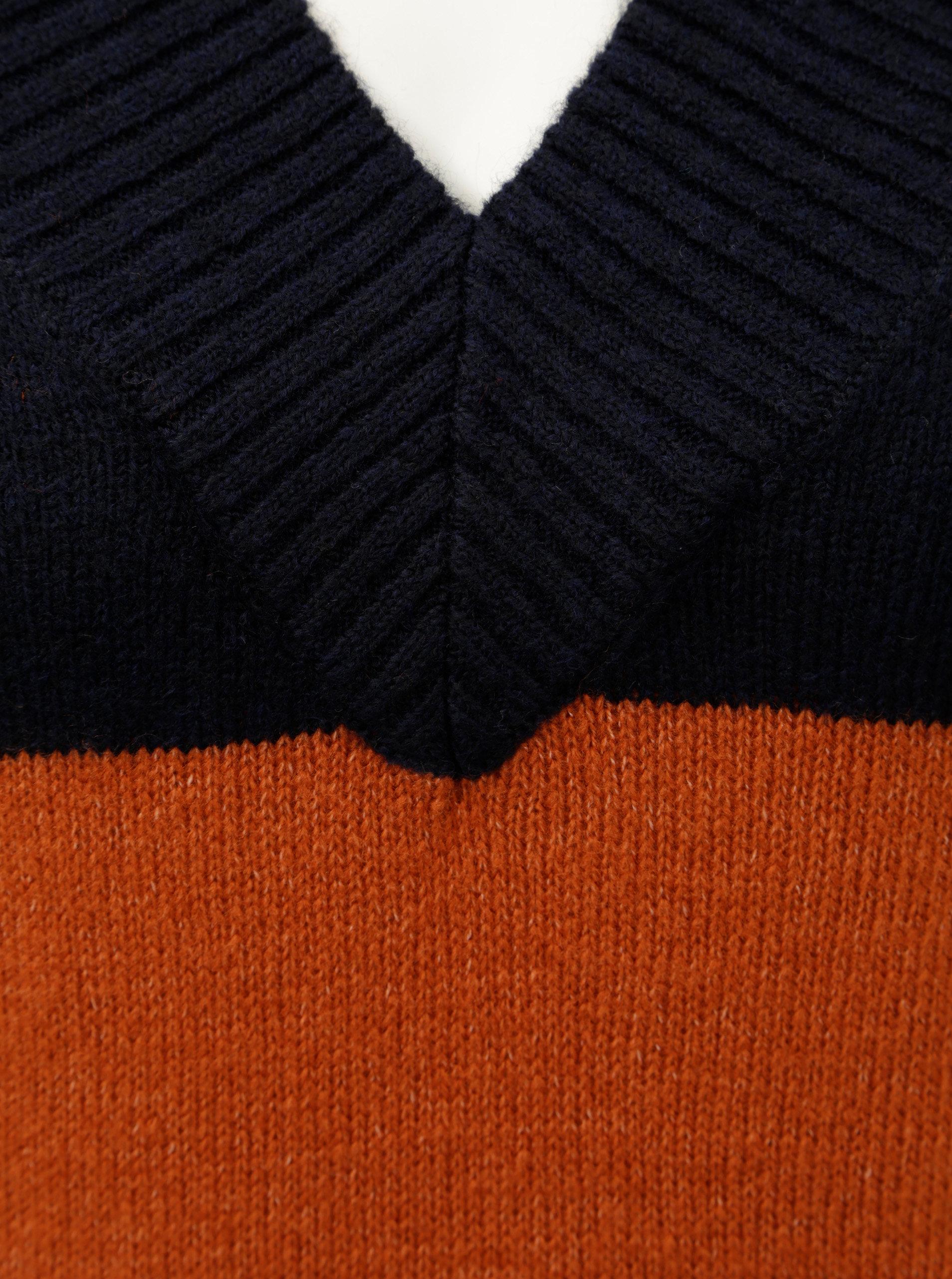 Modro–tehlový pruhovaný sveter s véčkovým výstrihom Miss Selfridge Wide  Placket ... ec0ddab1a8f