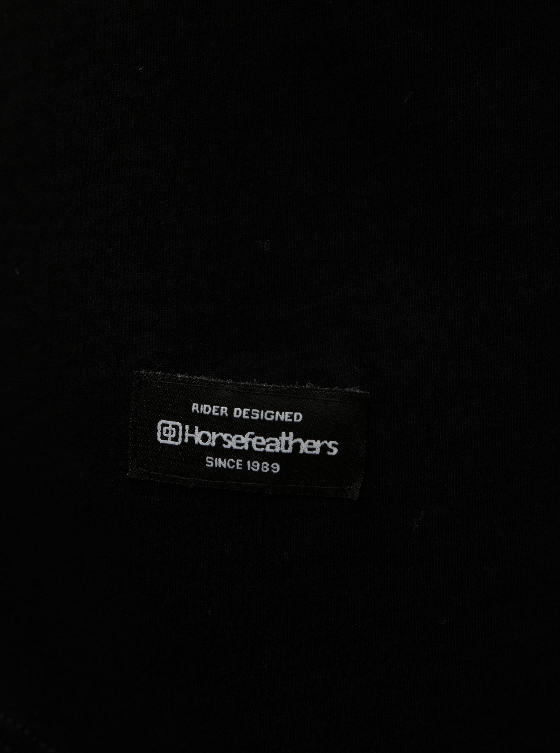eb97b482f344 Čierne dámske voľné tričko s krátkym rukávom a nášivkou Horsefeathers Talia  ...