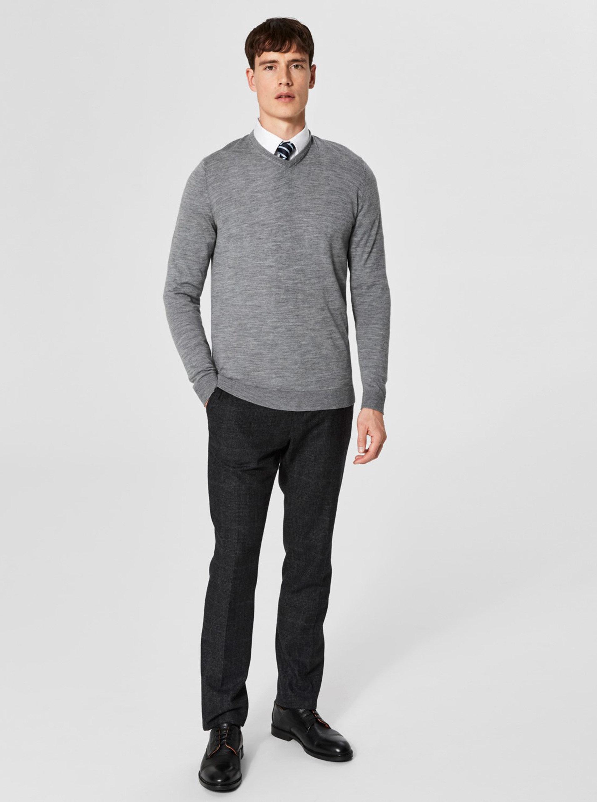 e8f4bb8000c7 Sivý vlnený tenký sveter s véčkovým výstrihom Selected Homme ...
