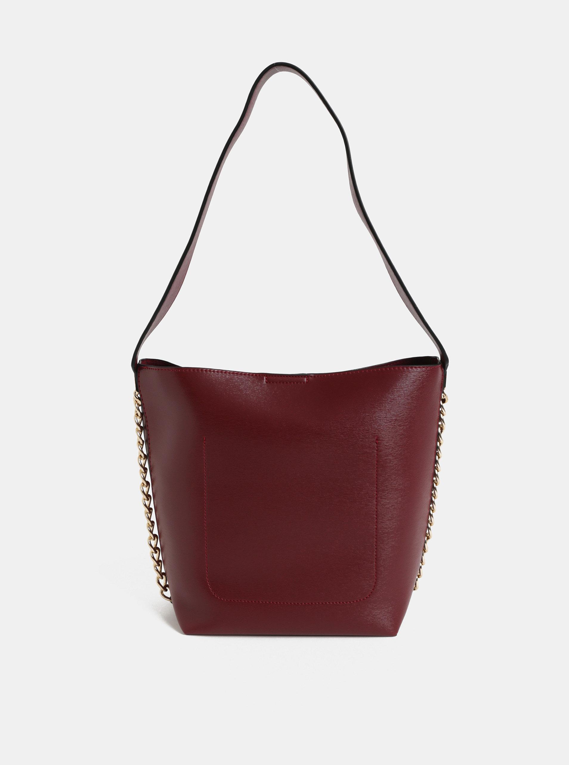 f587f43a0d181 Vínová kabelka s ozdobnou retiazkou v zlatej farbe Dorothy Perkins ...