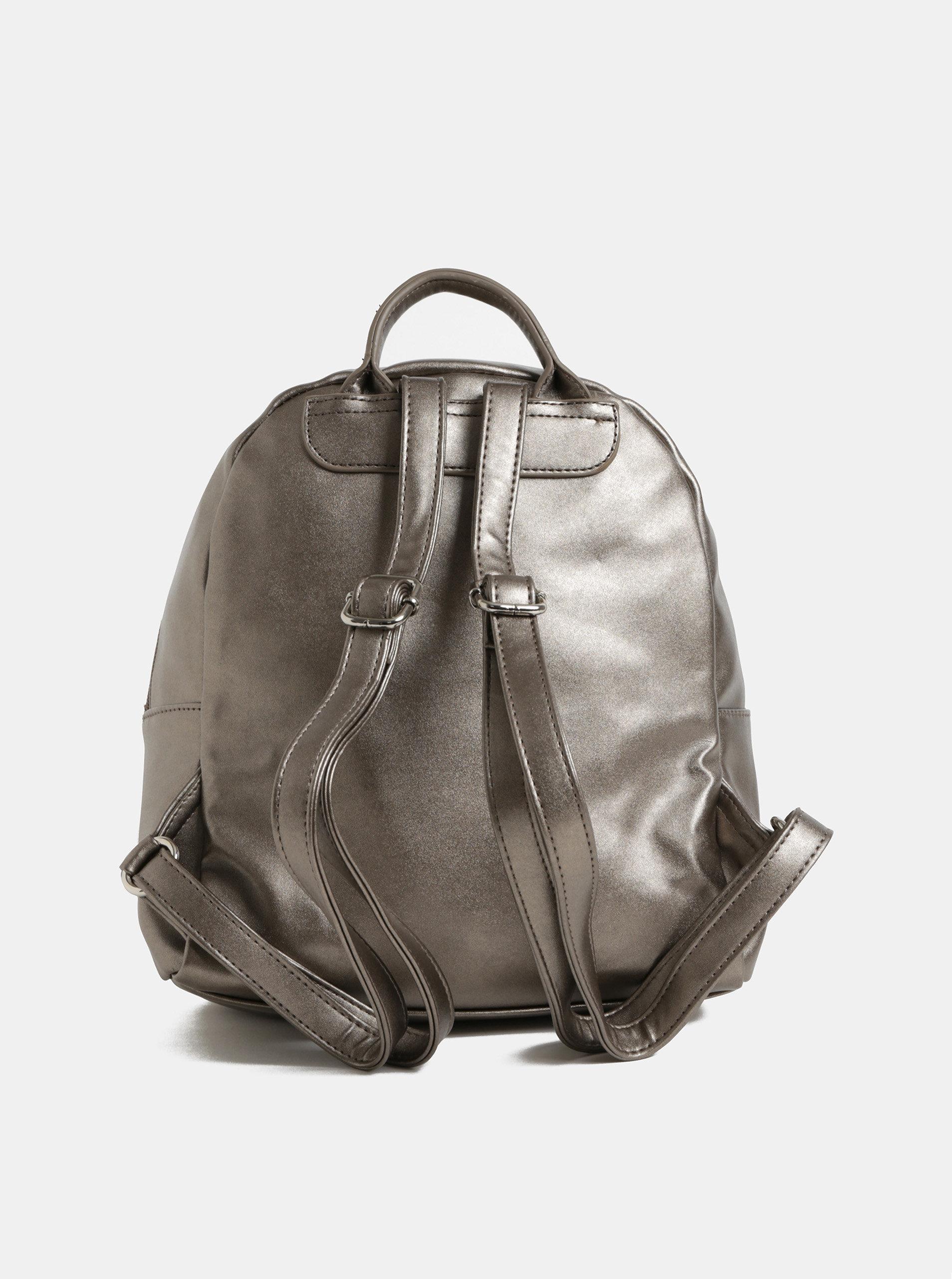 Strieborný koženkový batoh s metalickými odleskami a predným vreckom ZOOT  ... a4859b4e3fc