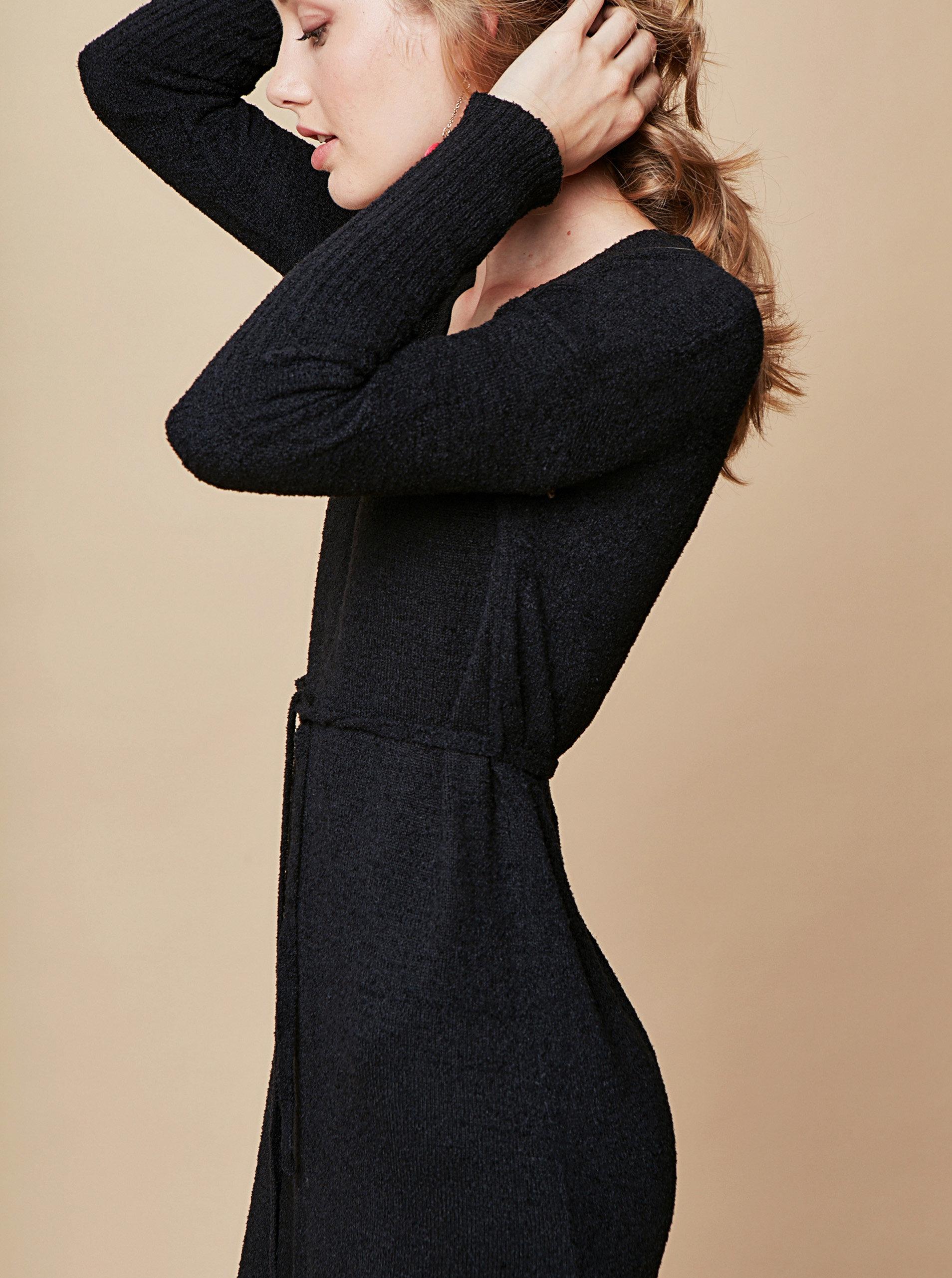 e49f501b45ec Čierne svetrové šaty s véčkovým výstrihom a zaväzovaním touch me.