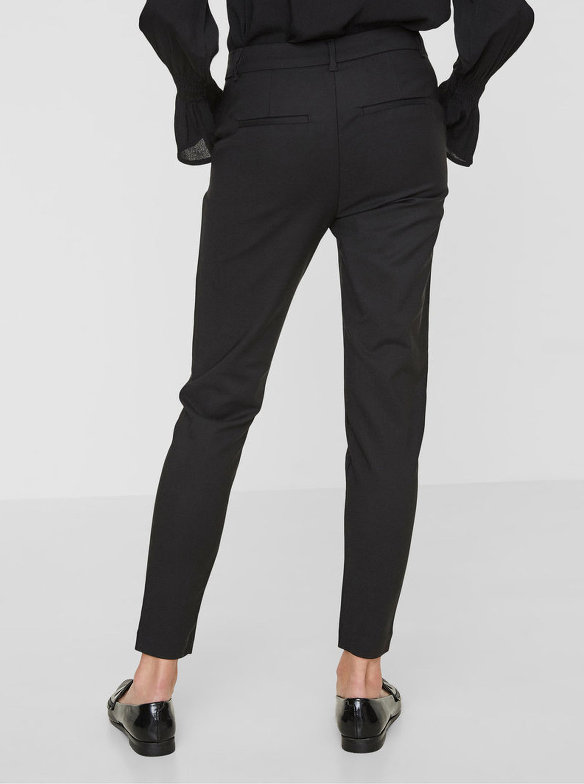 Černé kalhoty s kapsami VERO MODA Victoria ... d1b5625d5a