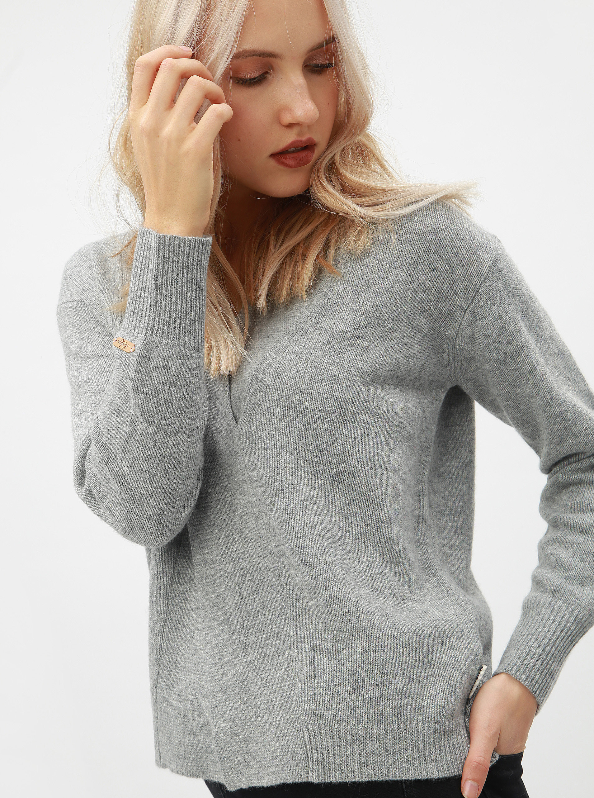 c79f6ed9056e Sivý dámsky vlnený sveter s prekladaným detailom Maloja Torta ...