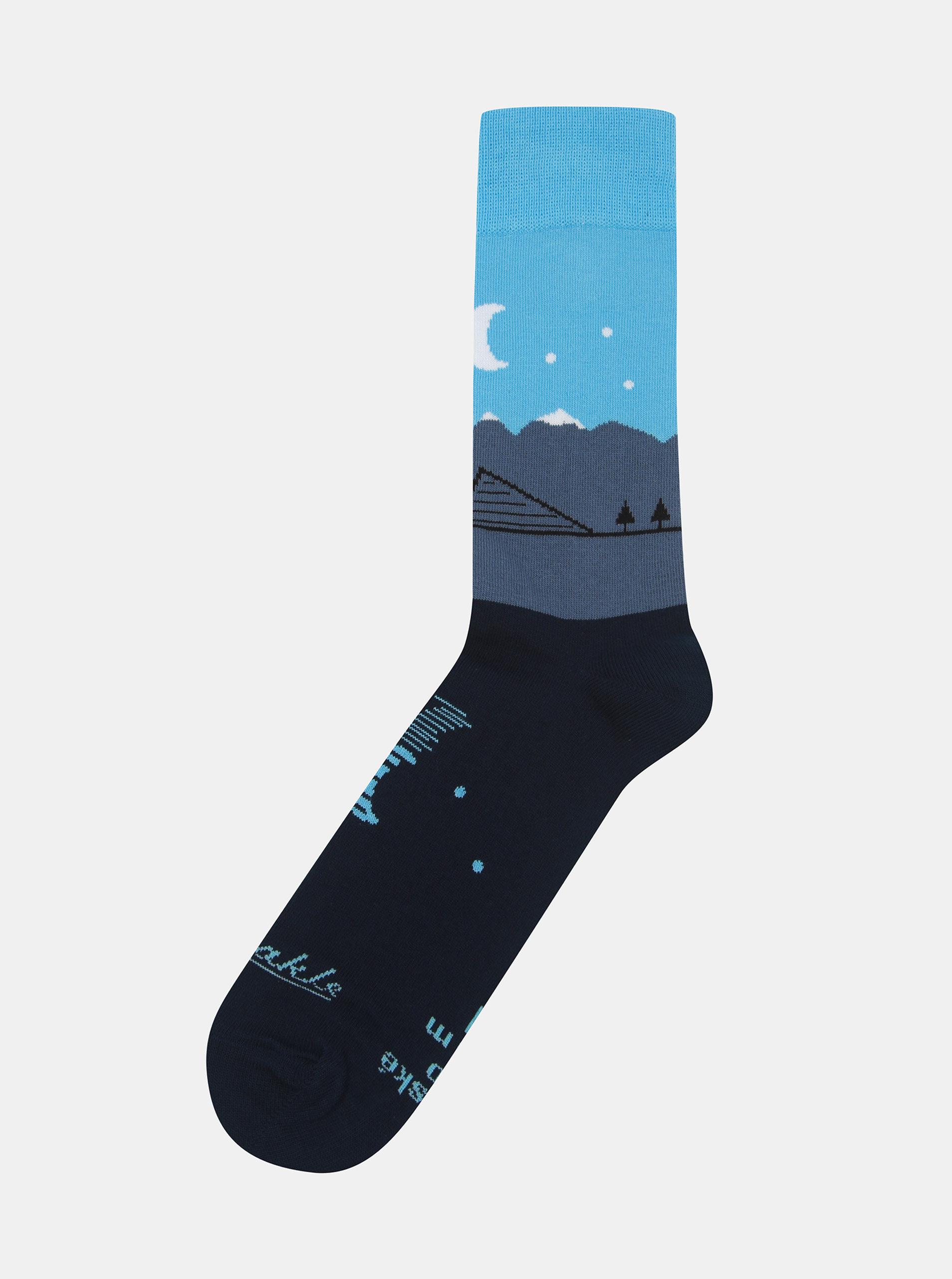657078dc2d8 Tmavě modré ponožky se vzorem Fusakle Štrbské pleso ...