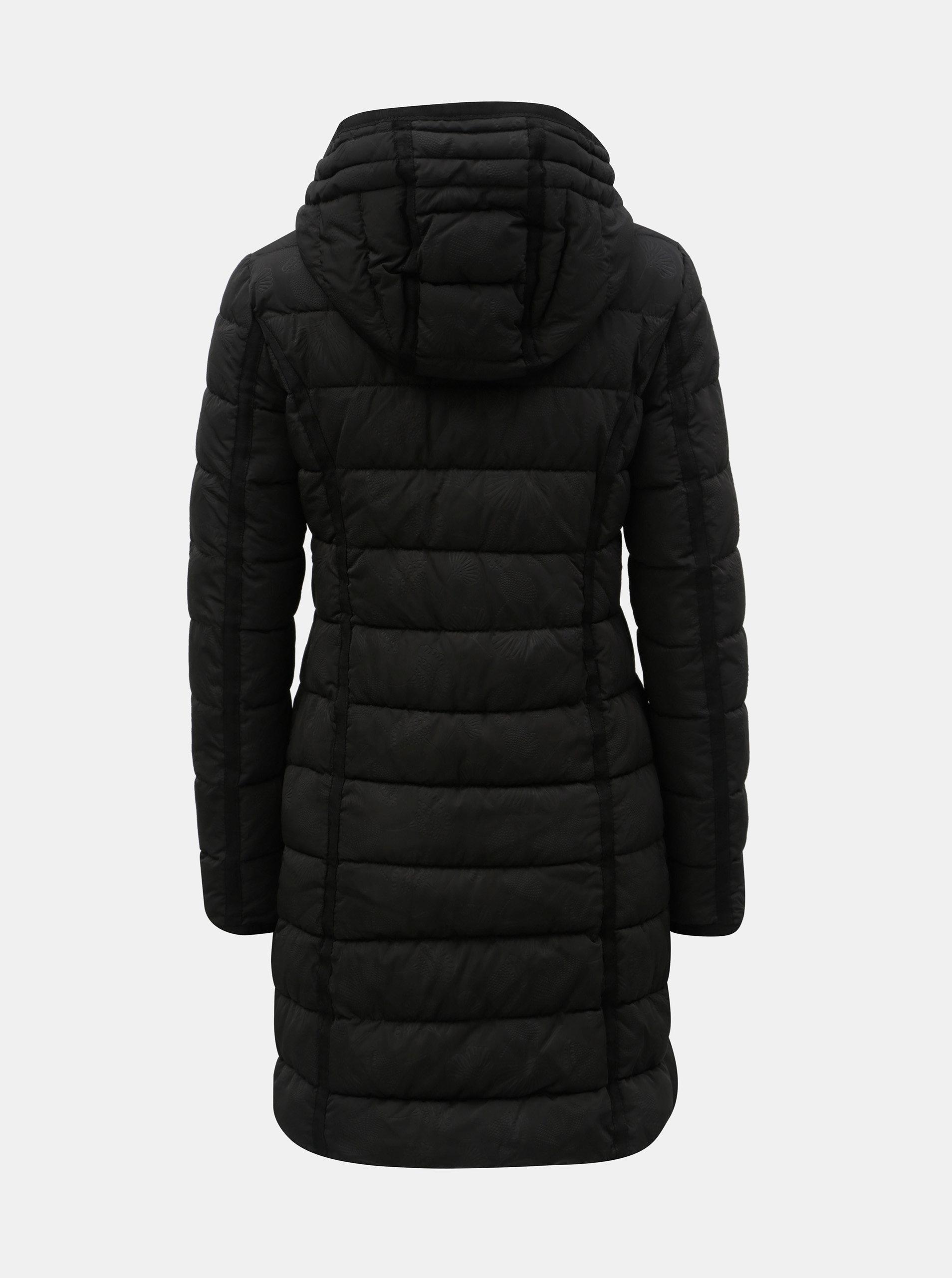 fd10617a7 Čierny prešívaný zimný kabát s odnímateľnou kapucňou Desigual Inga ...