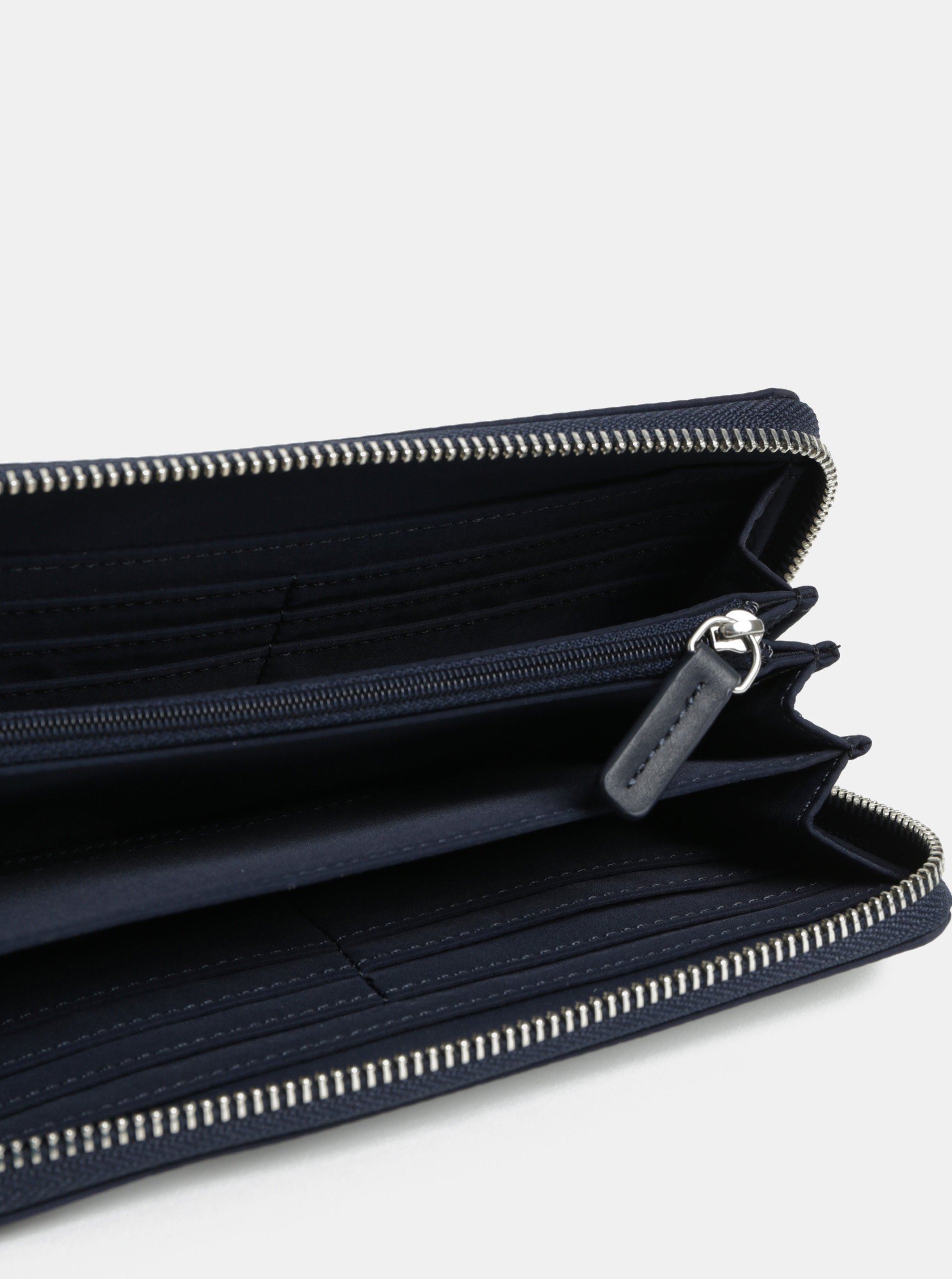 e84069d9a7 Bielo–modrá pruhovaná peňaženka Tommy Hilfiger ...