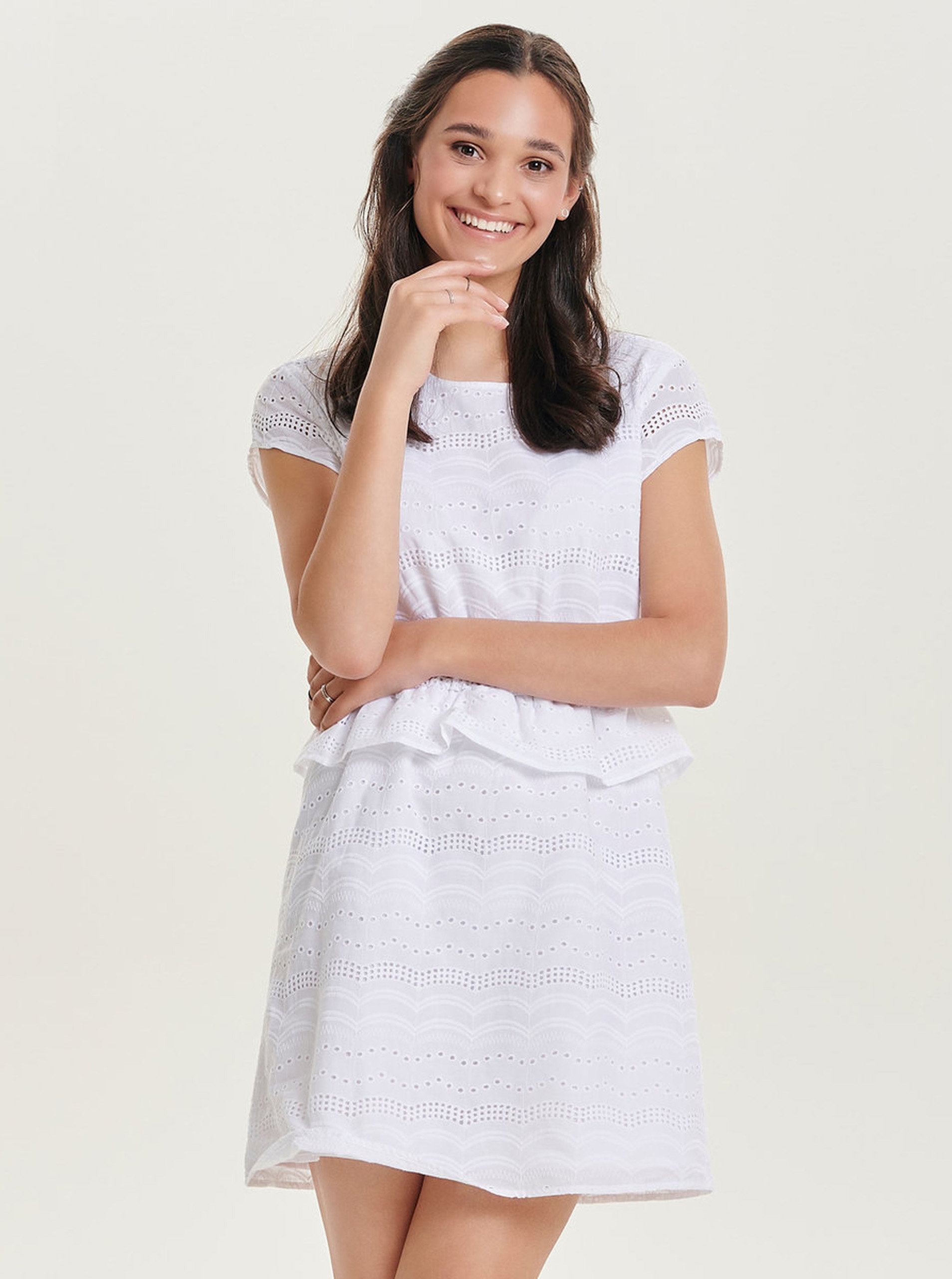 e816090de109 Biele šaty s madeirou ONLY Silvija ...
