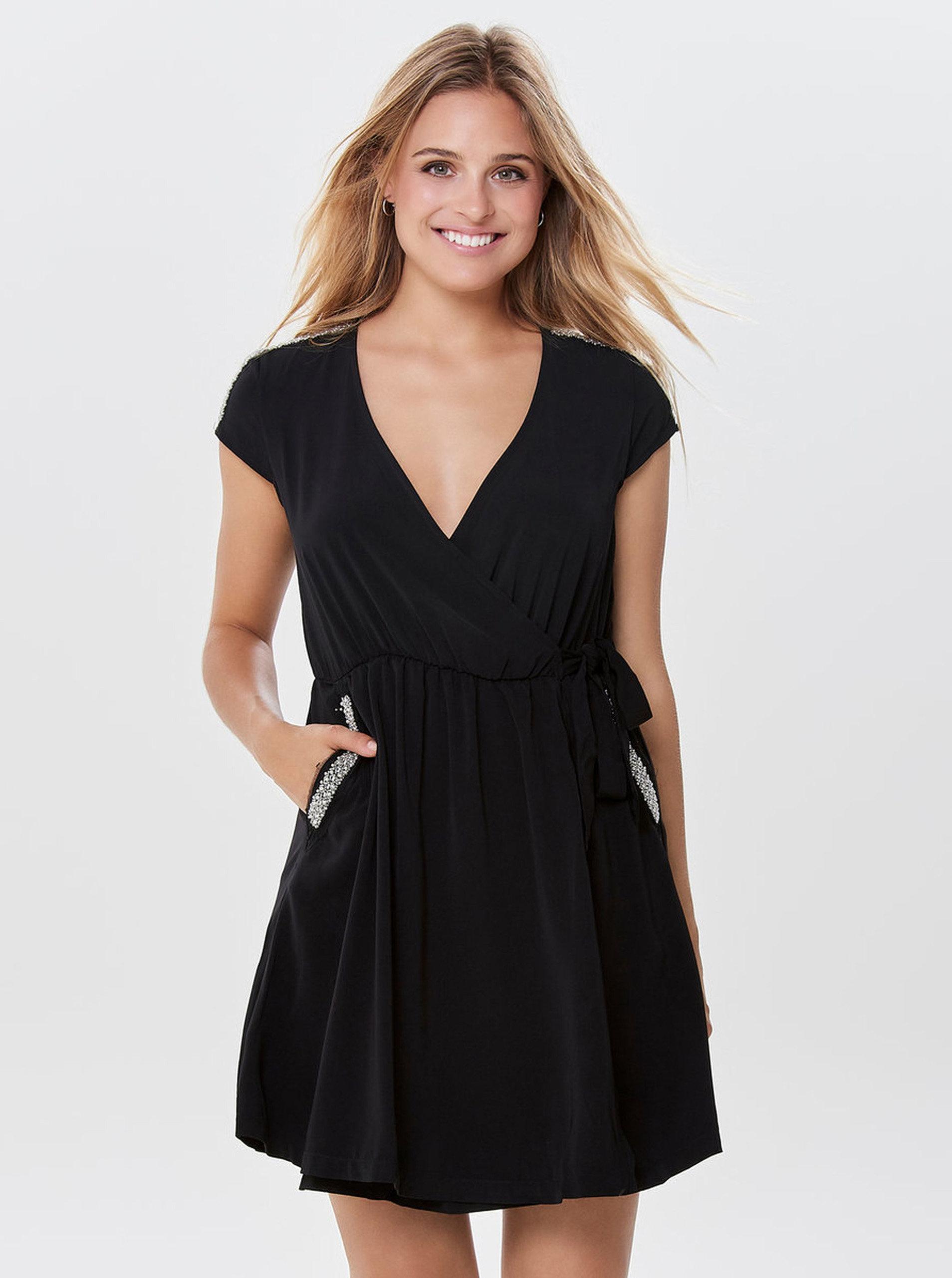 a8c4ec876a Čierne zavinovacie šaty s ozdobnou aplikáciou ONLY Scarlett ...