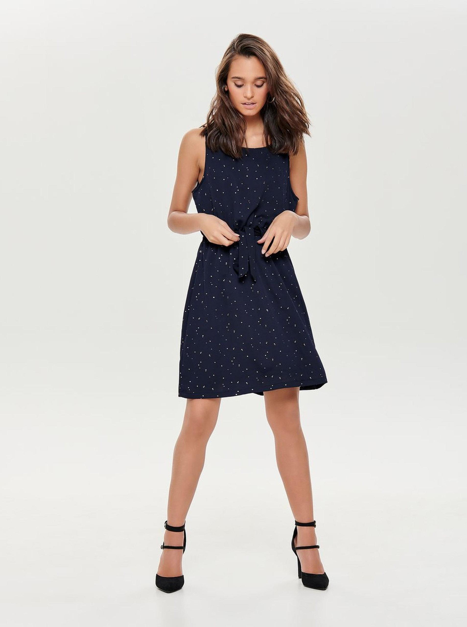 af604d6fa9d8 Tmavě modré šaty s puntíky ve zlaté barvě a gumou v pase ONLY Marbella ...