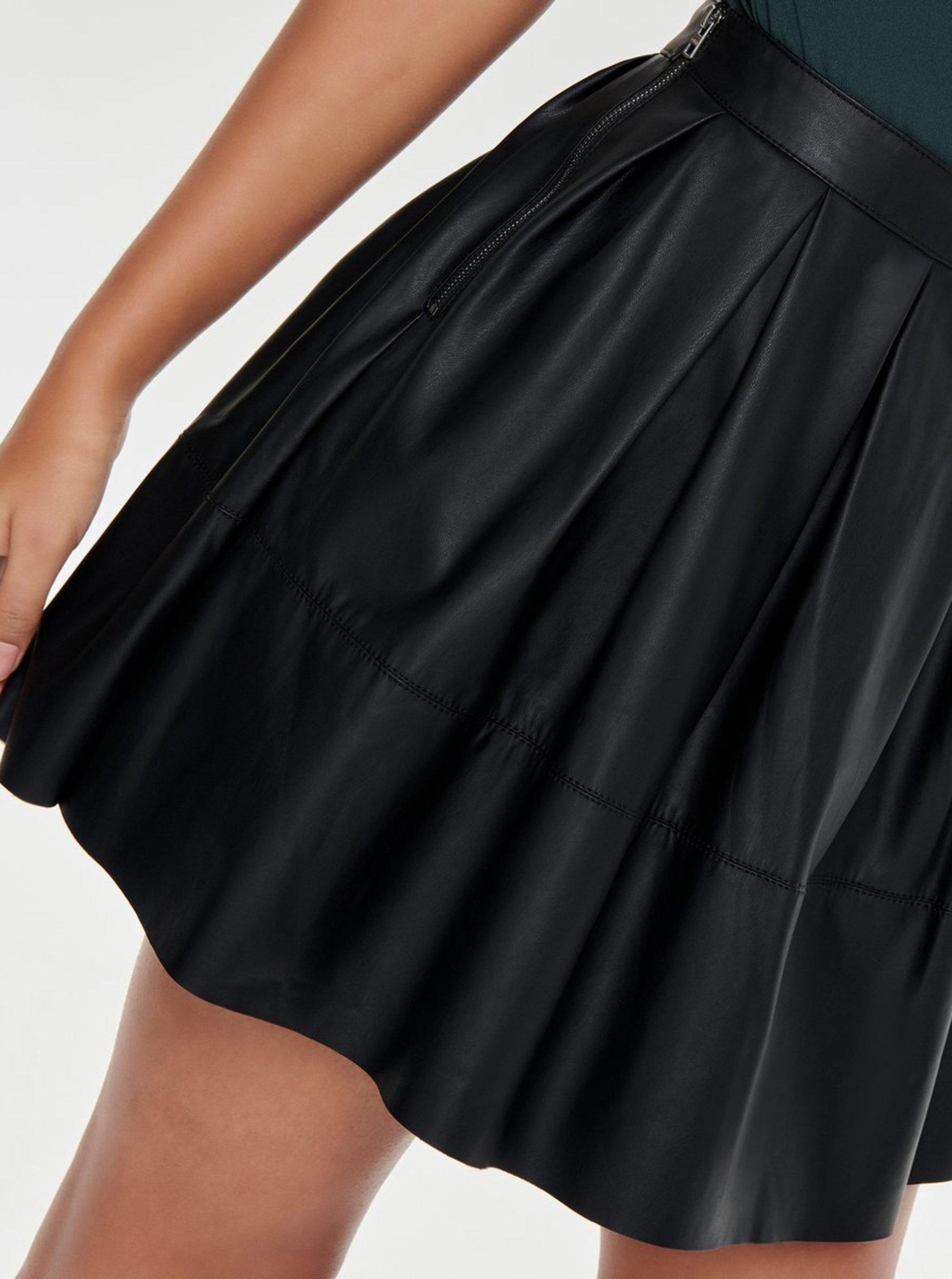a2be8550897a Čierna koženková áčková sukňa ONLY Joellle ...
