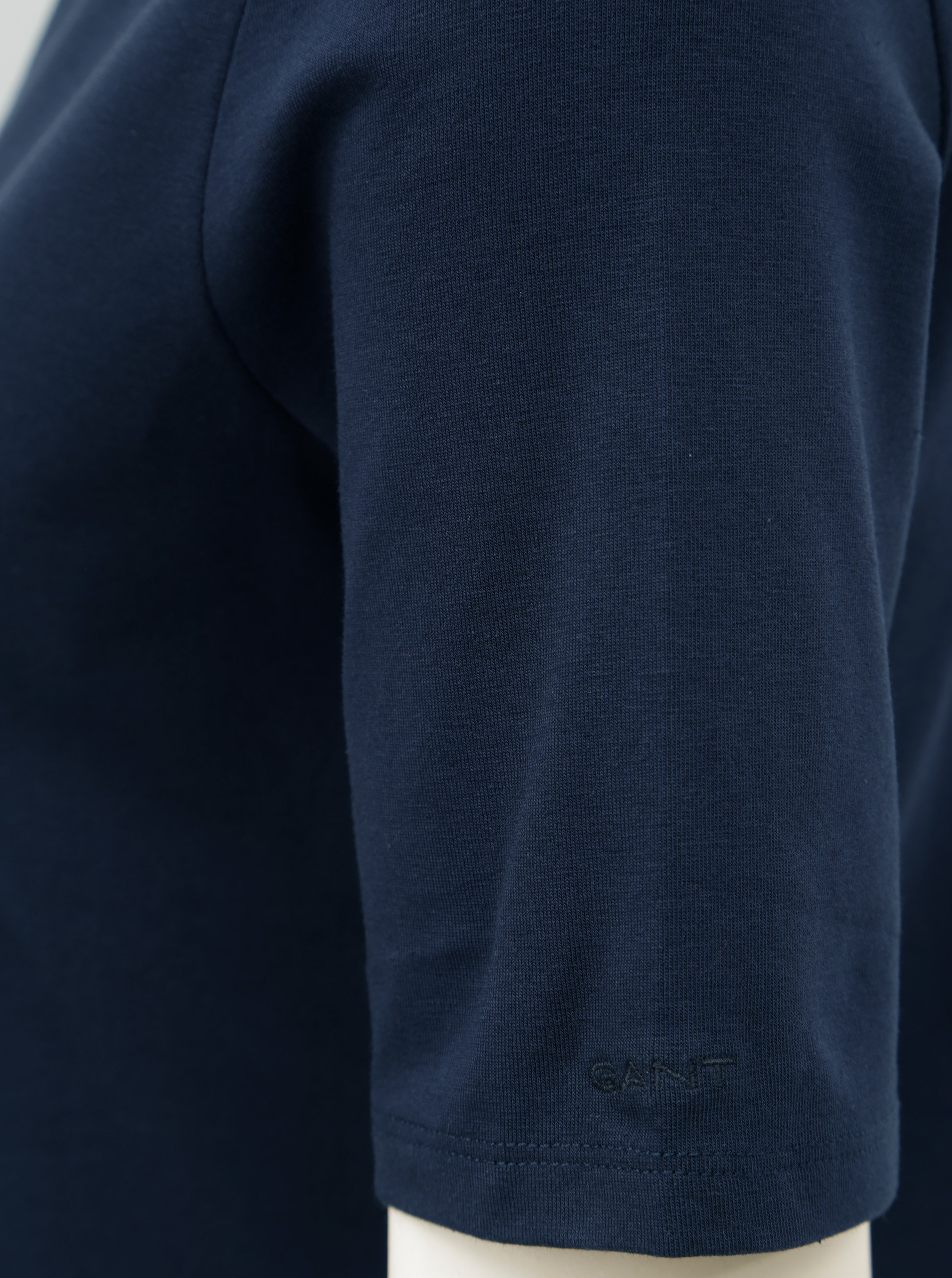 5e4c261f3f4a Tmavomodré dámske tričko s lodičkovým výstrihom GANT ...